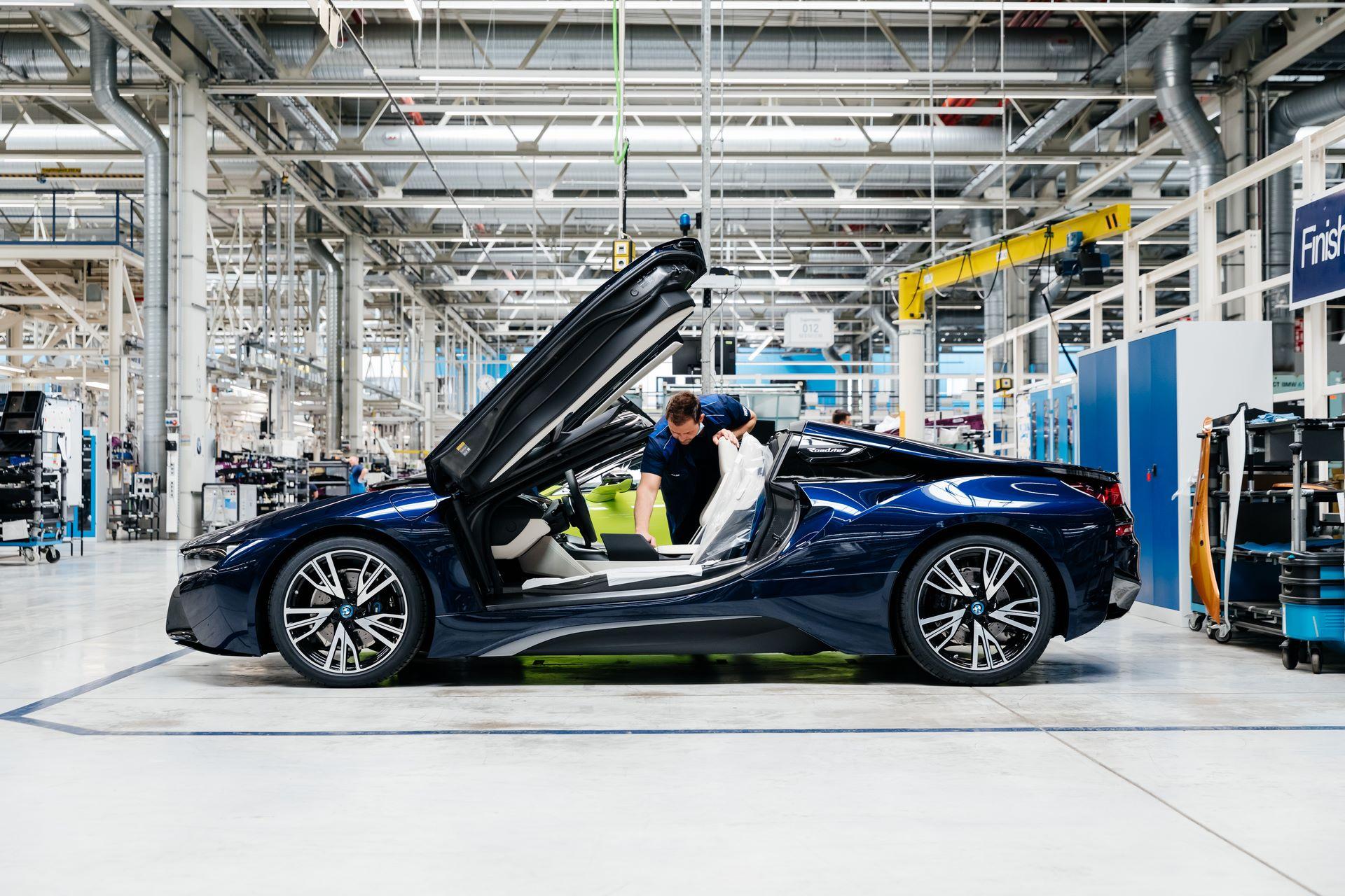 Last-18-BMW-i8-Roadster-plant-Leipzig-49