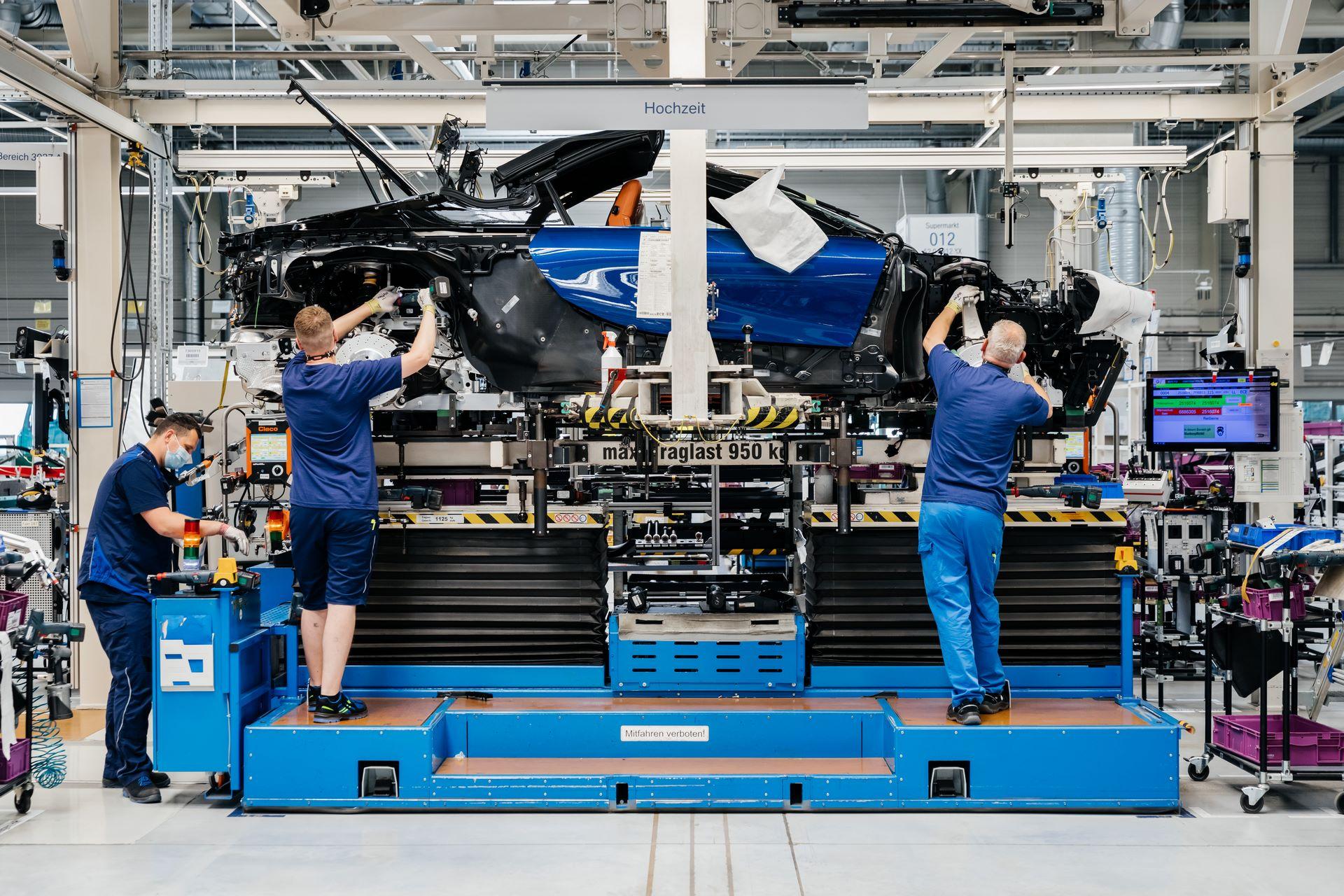 Last-18-BMW-i8-Roadster-plant-Leipzig-50