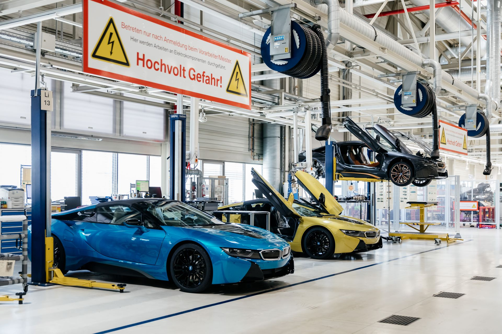 Last-18-BMW-i8-Roadster-plant-Leipzig-51