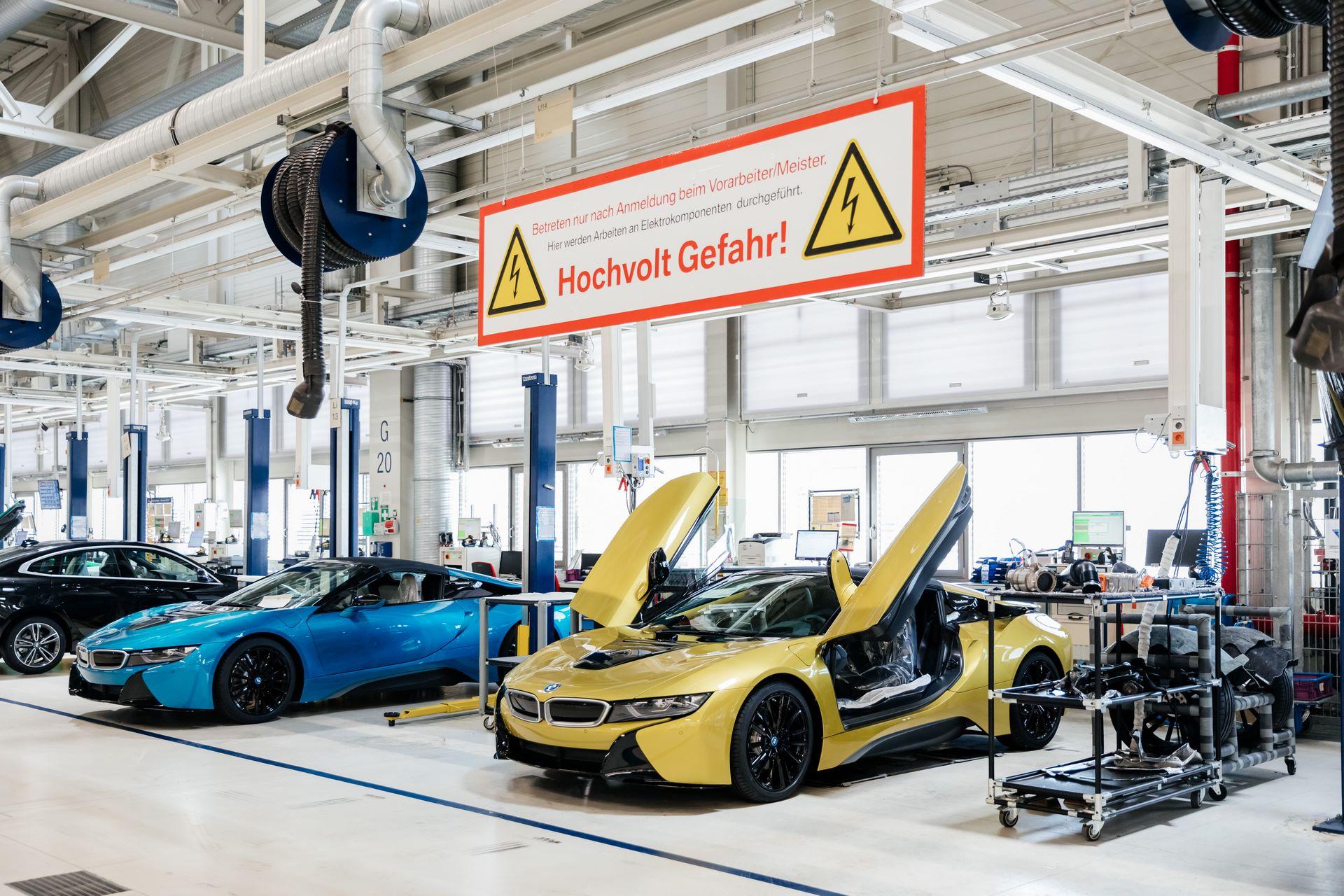 Last-18-BMW-i8-Roadster-plant-Leipzig-52