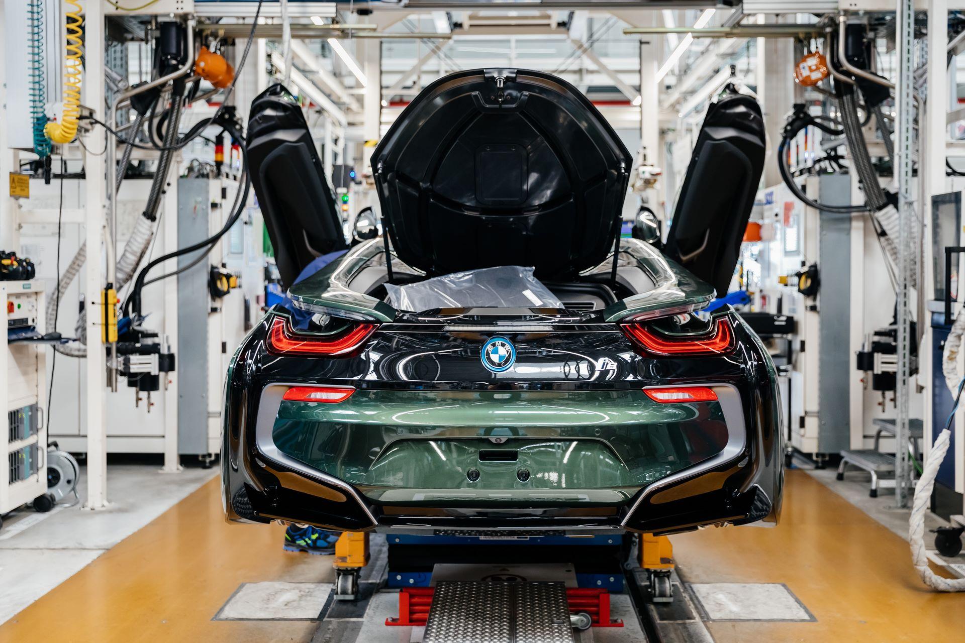 Last-18-BMW-i8-Roadster-plant-Leipzig-53