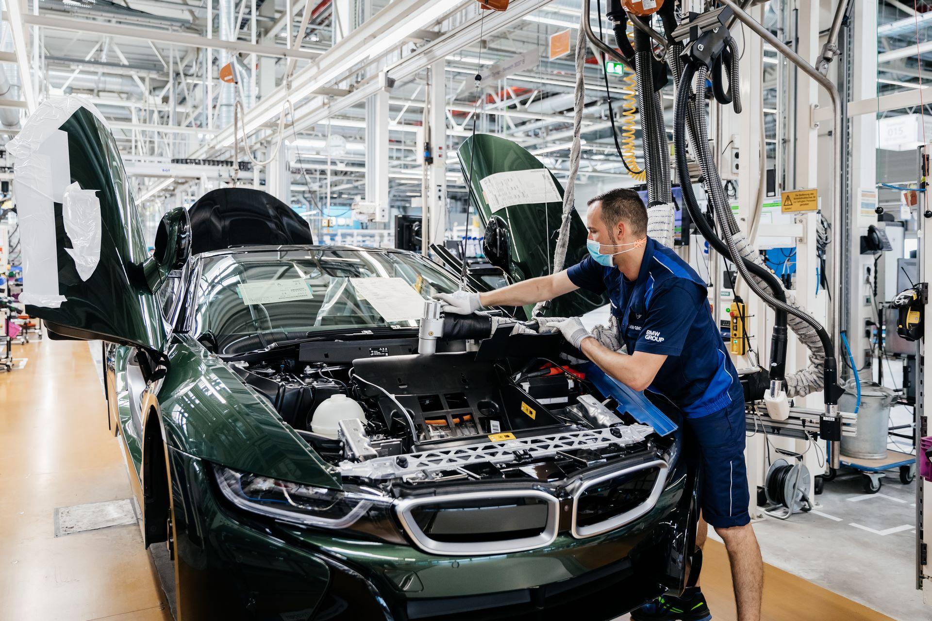 Last-18-BMW-i8-Roadster-plant-Leipzig-54
