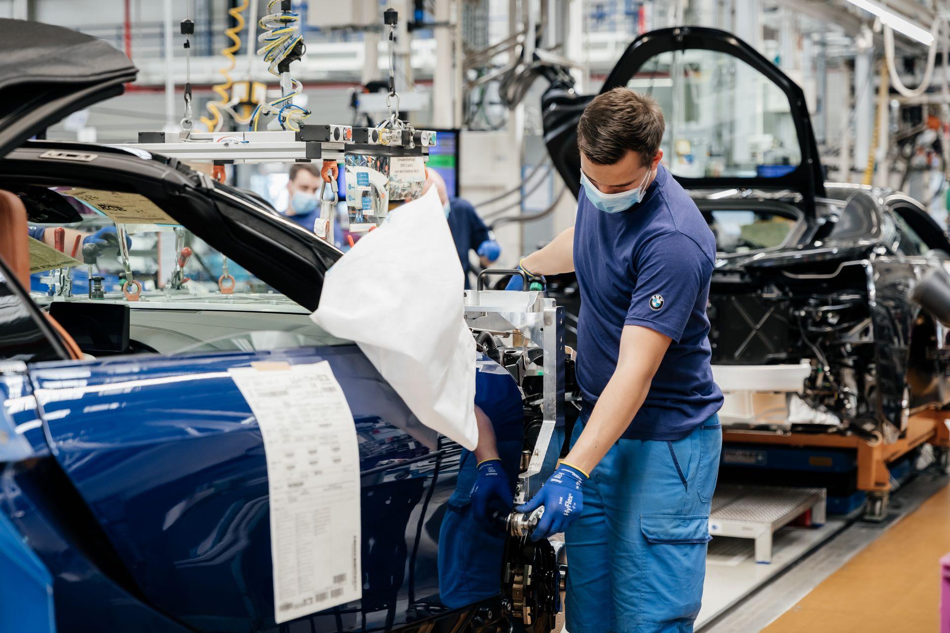Last-18-BMW-i8-Roadster-plant-Leipzig-55