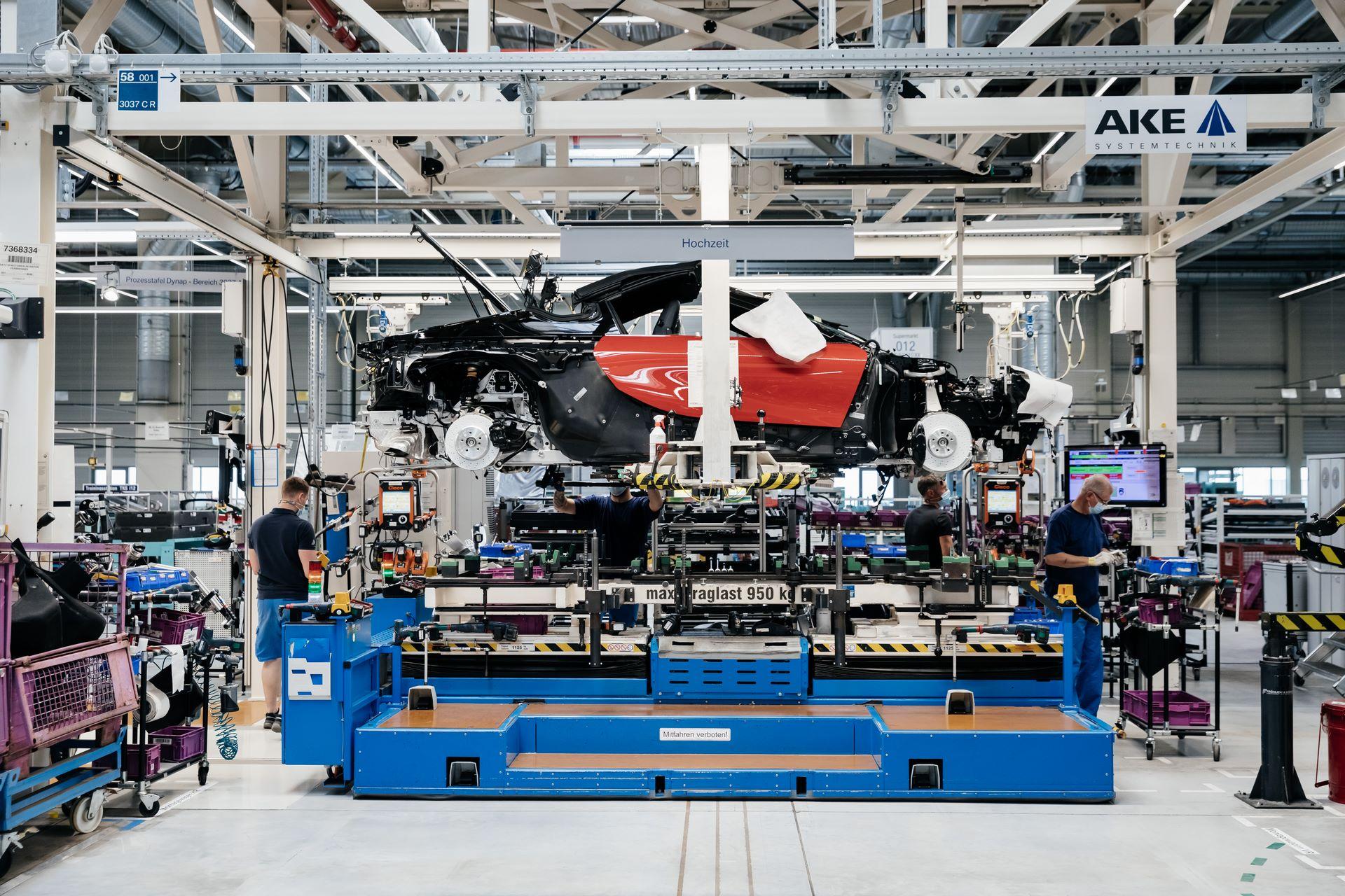 Last-18-BMW-i8-Roadster-plant-Leipzig-57