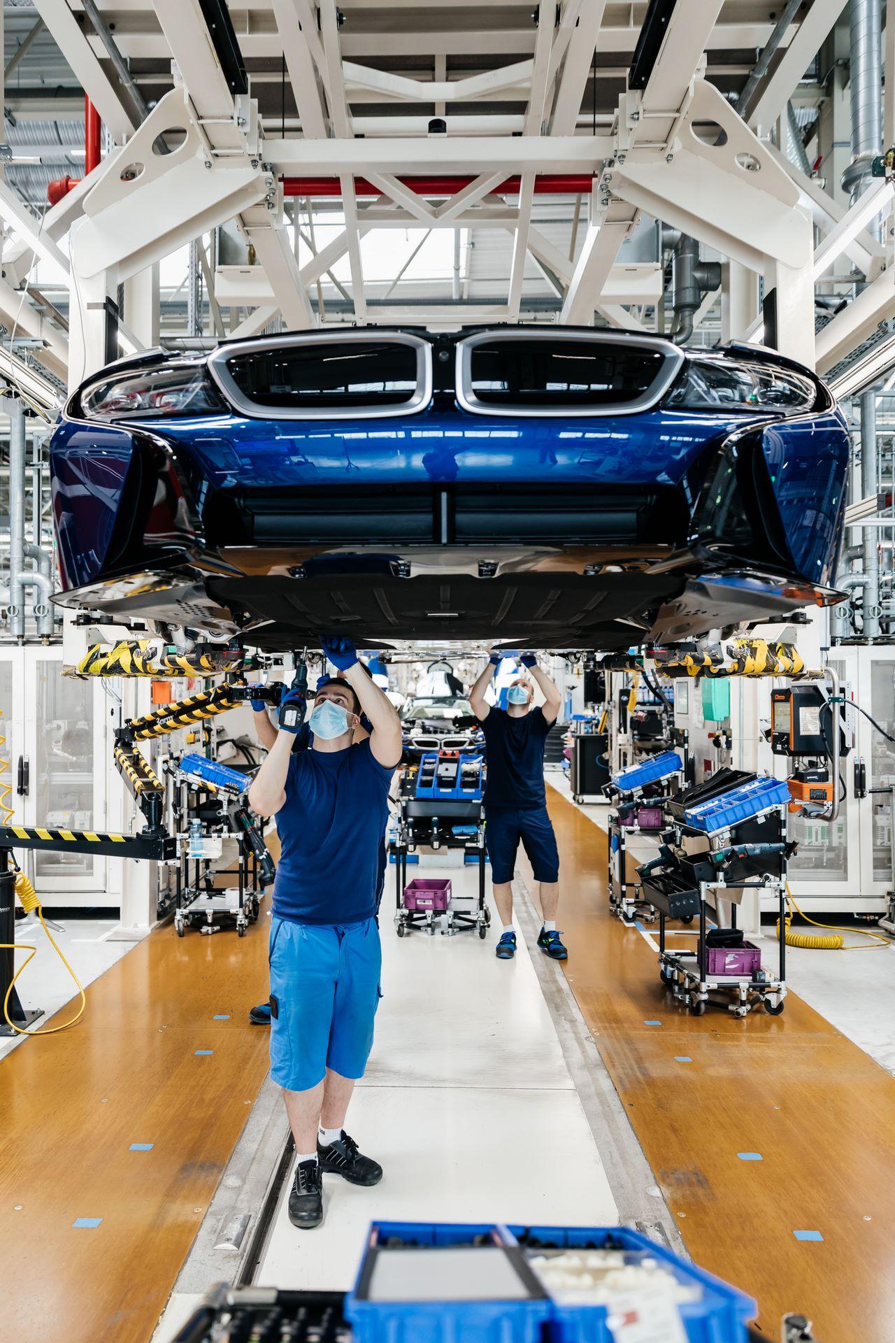 Last-18-BMW-i8-Roadster-plant-Leipzig-59