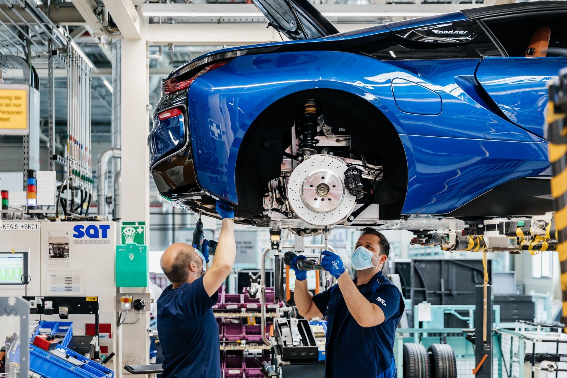 Last-18-BMW-i8-Roadster-plant-Leipzig-60