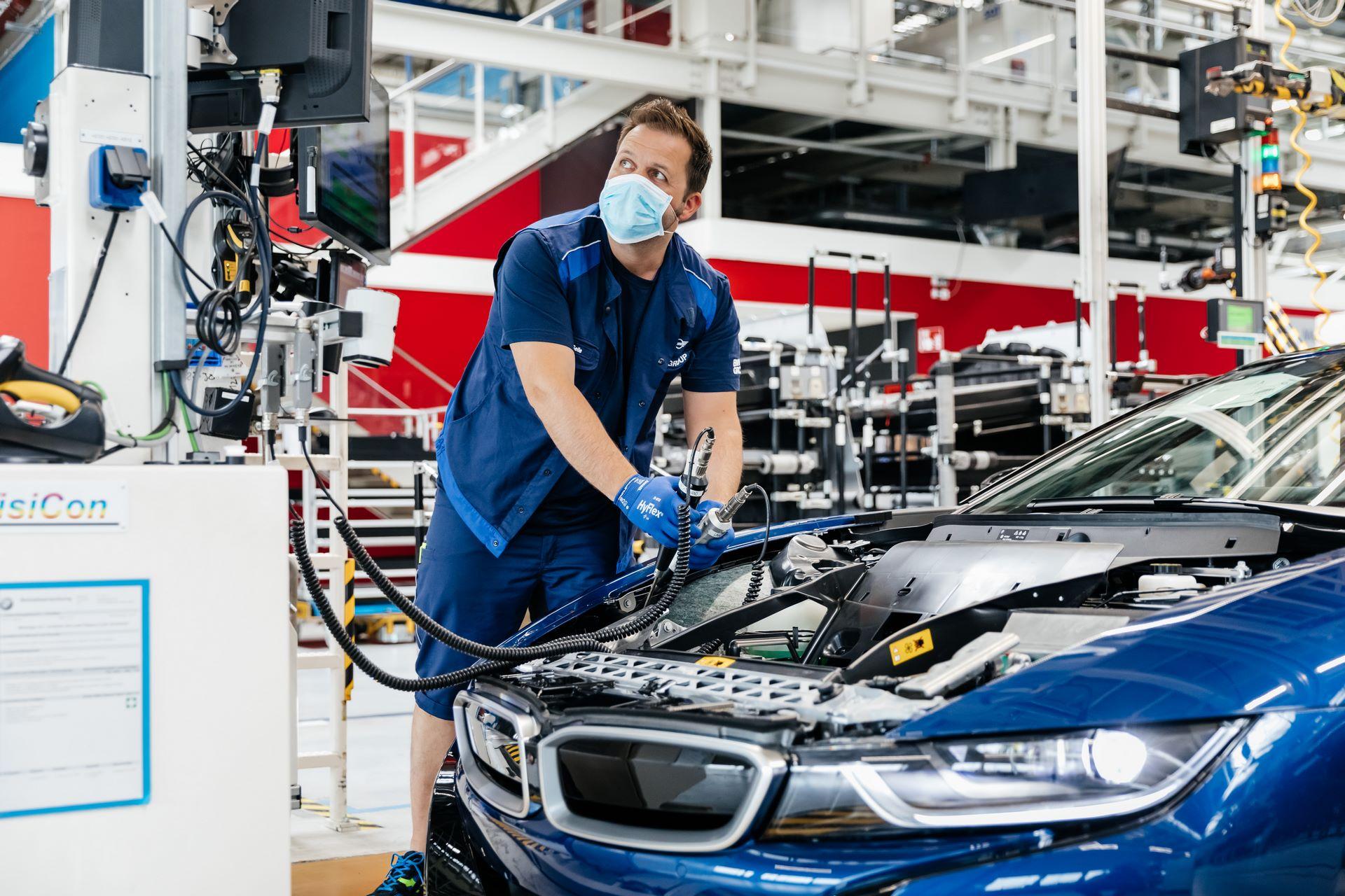 Last-18-BMW-i8-Roadster-plant-Leipzig-61