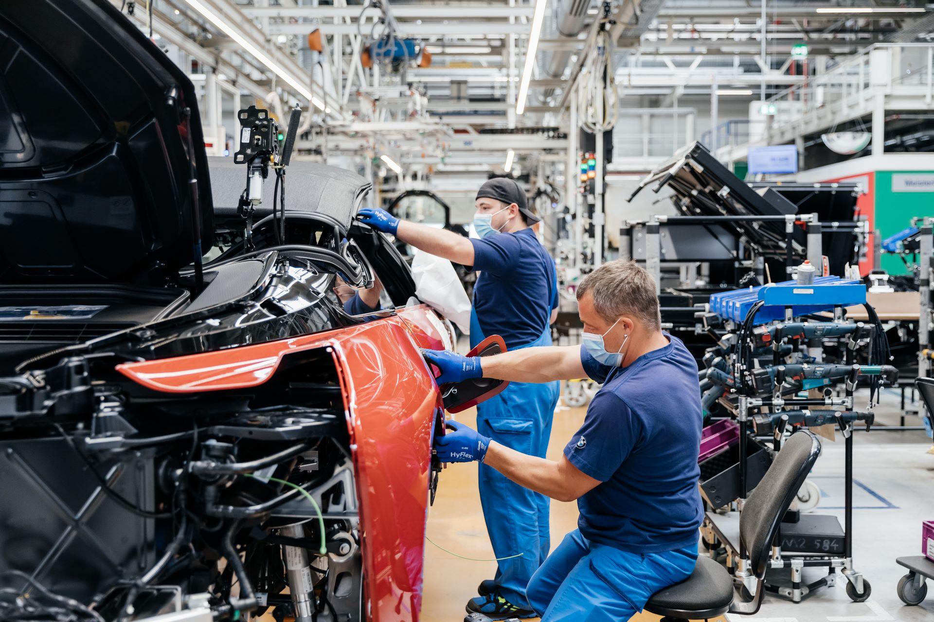 Last-18-BMW-i8-Roadster-plant-Leipzig-63