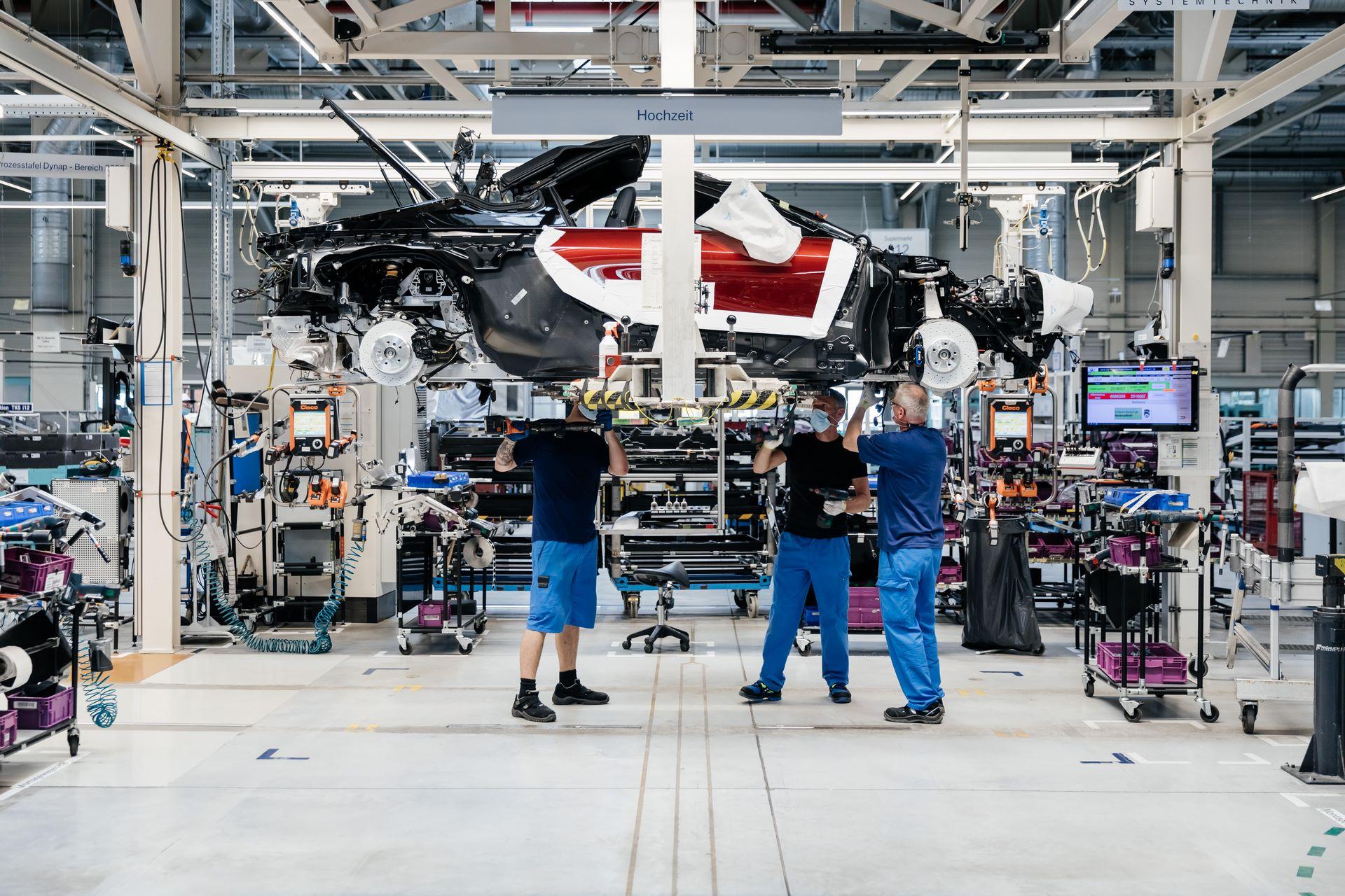 Last-18-BMW-i8-Roadster-plant-Leipzig-64