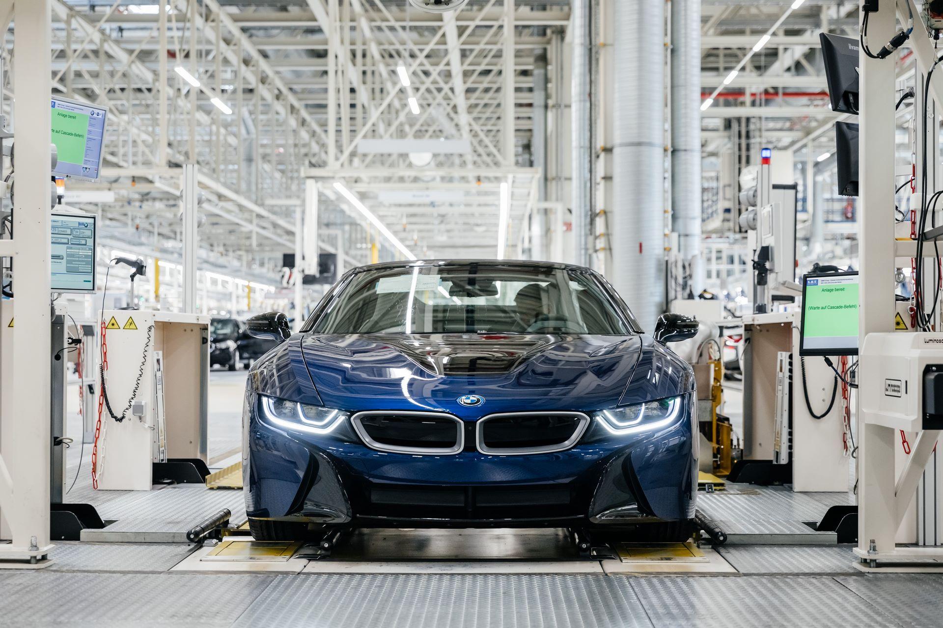 Last-18-BMW-i8-Roadster-plant-Leipzig-66