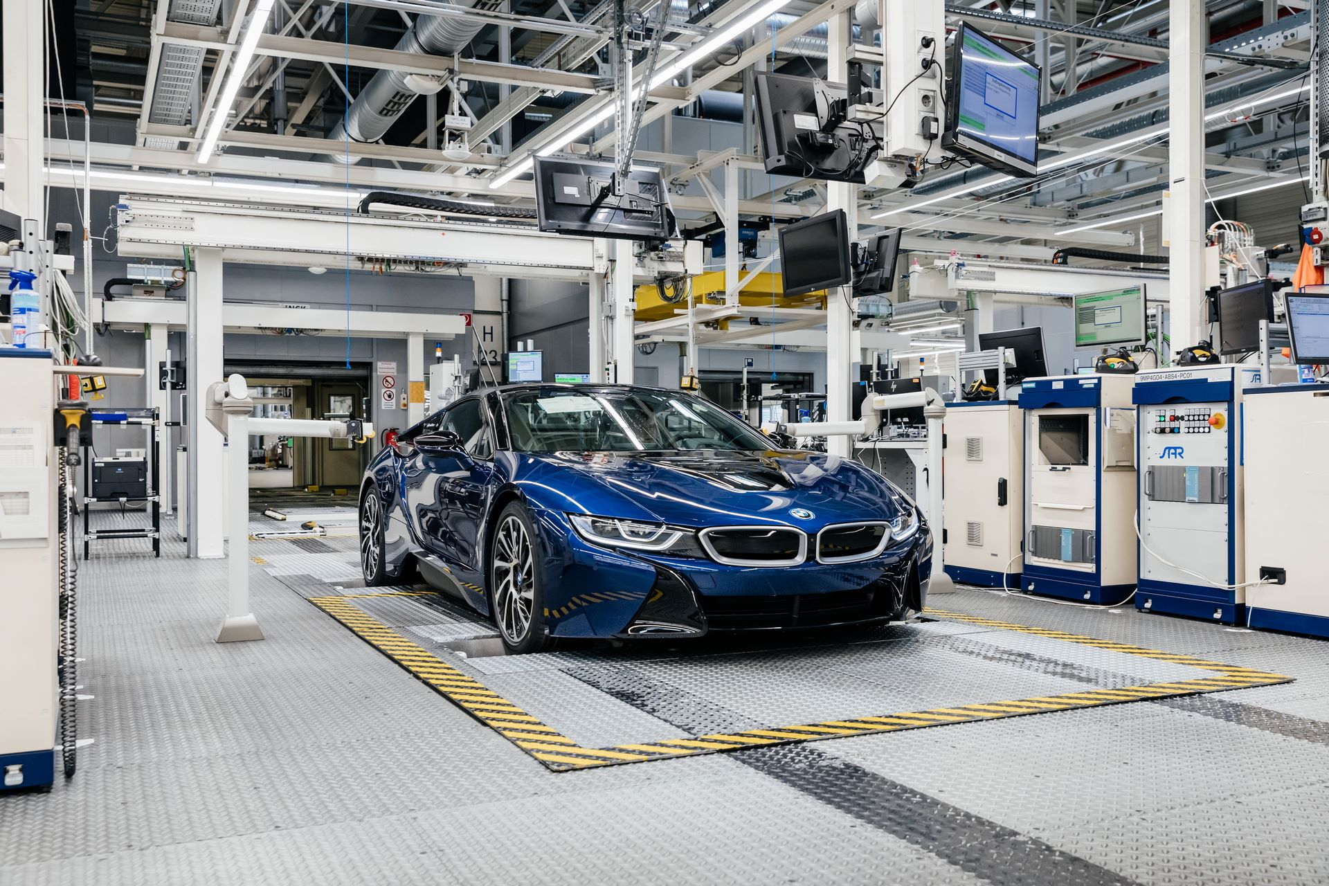 Last-18-BMW-i8-Roadster-plant-Leipzig-68