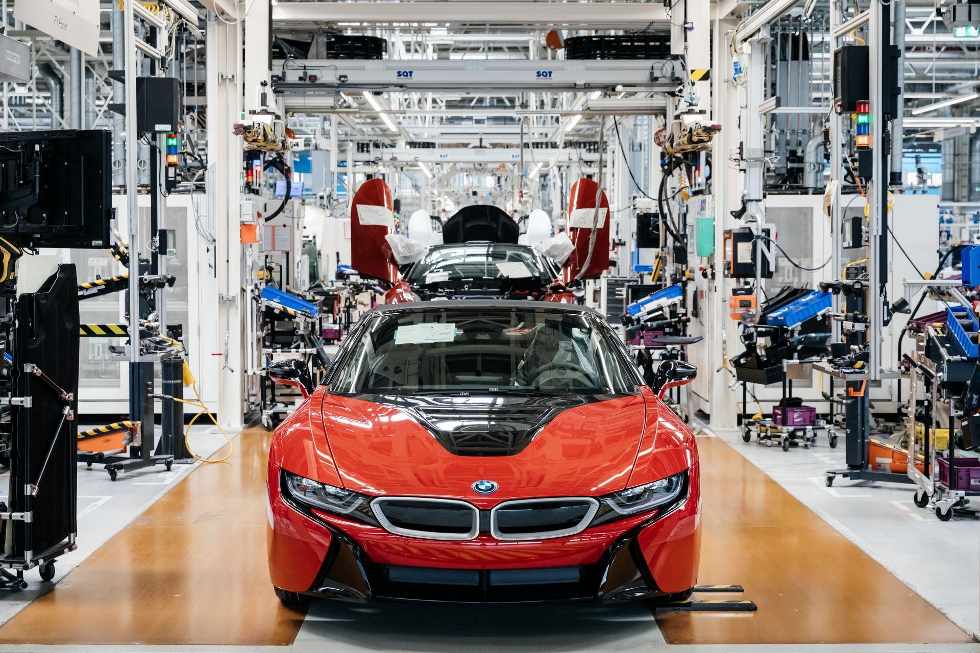 Last-18-BMW-i8-Roadster-plant-Leipzig-69