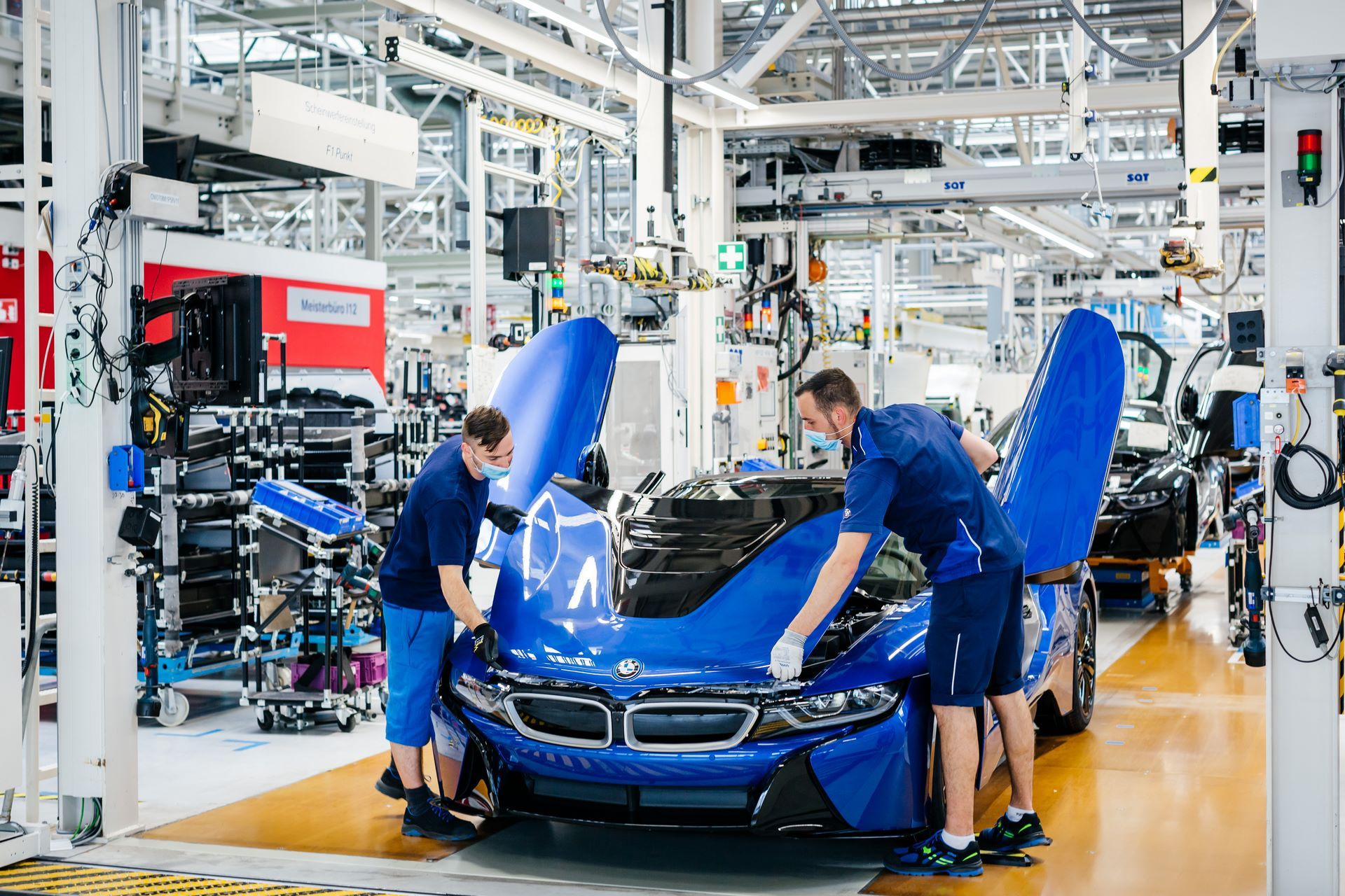 Last-18-BMW-i8-Roadster-plant-Leipzig-71