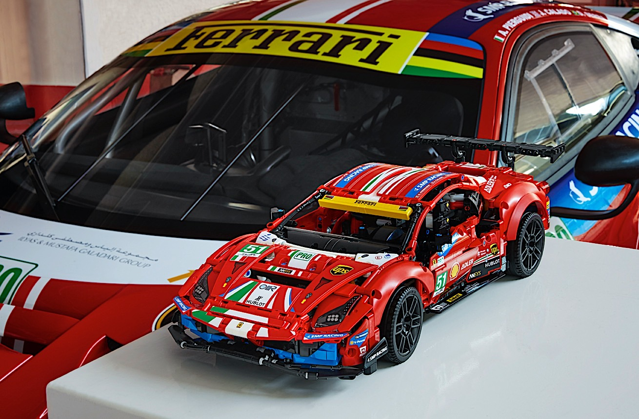 Lego-Technic-Ferrari-488-GTE-AF-Corse-51-1