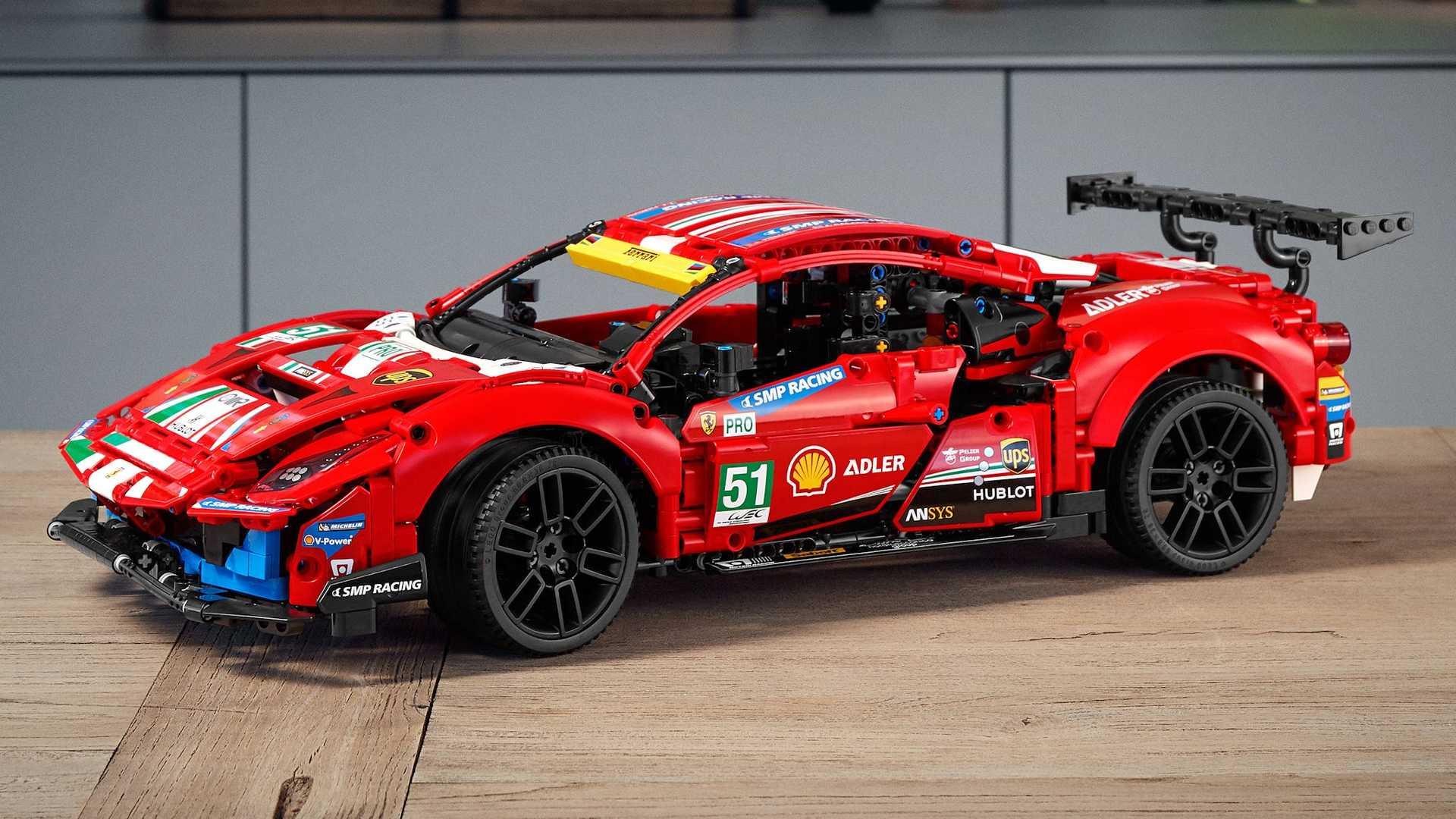 Lego-Technic-Ferrari-488-GTE-AF-Corse-51-2
