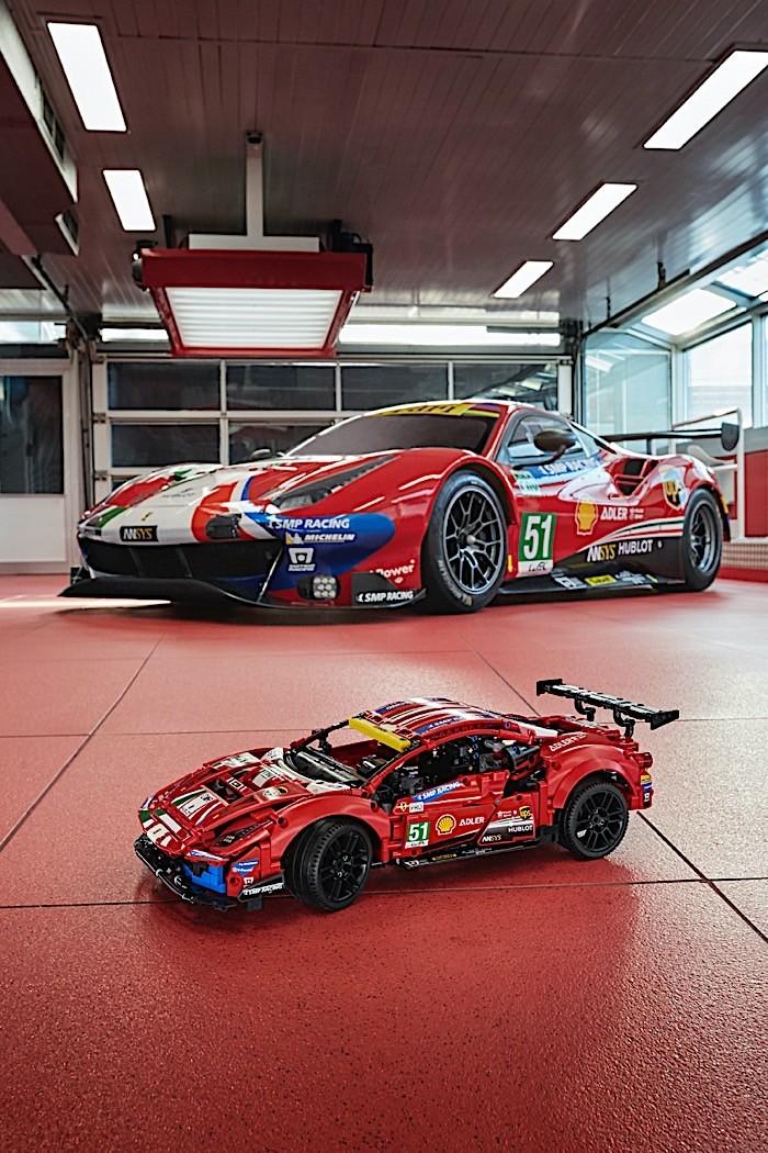 Lego-Technic-Ferrari-488-GTE-AF-Corse-51-3