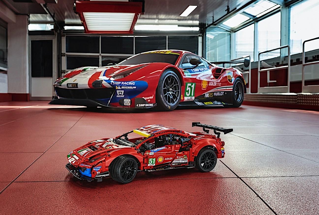 Lego-Technic-Ferrari-488-GTE-AF-Corse-51-4