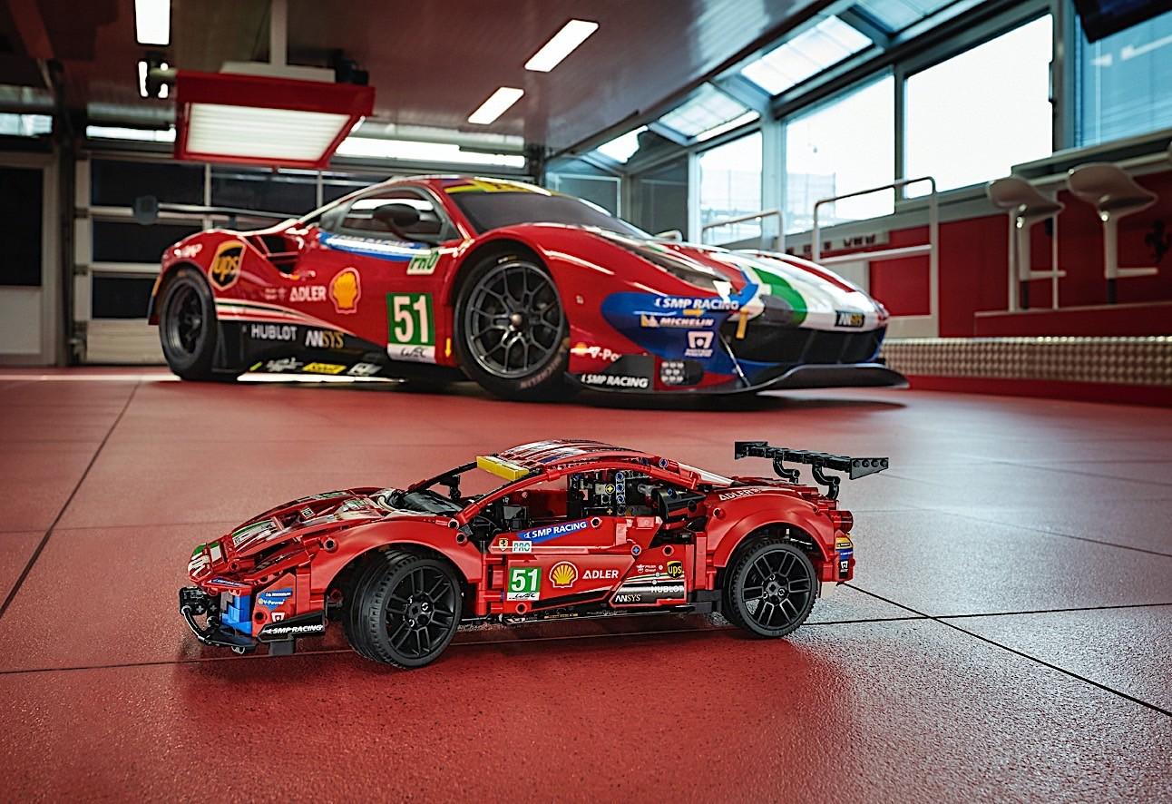 Lego-Technic-Ferrari-488-GTE-AF-Corse-51-5