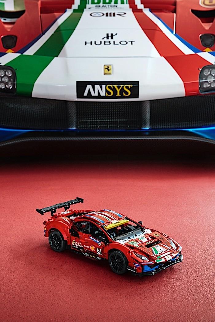 Lego-Technic-Ferrari-488-GTE-AF-Corse-51-6