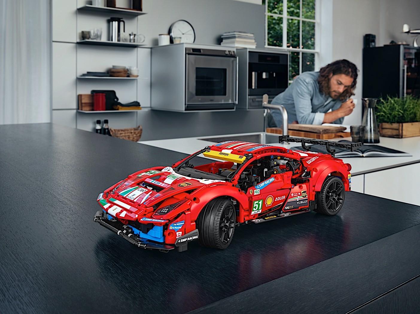 Lego-Technic-Ferrari-488-GTE-AF-Corse-51-7