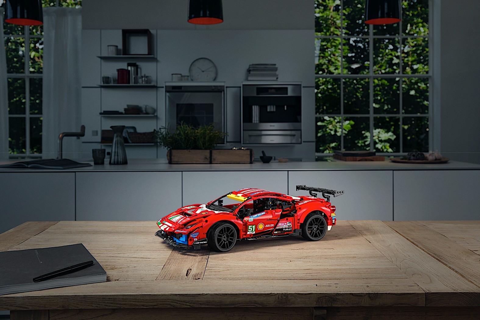 Lego-Technic-Ferrari-488-GTE-AF-Corse-51-8