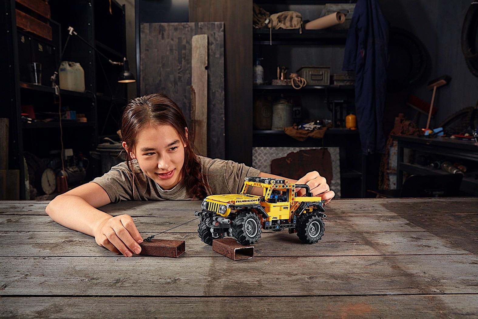 Lego-Technic-Jeep-Wrangler-Rubicon-8