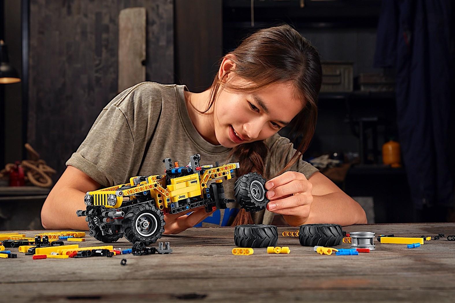 Lego-Technic-Jeep-Wrangler-Rubicon-9