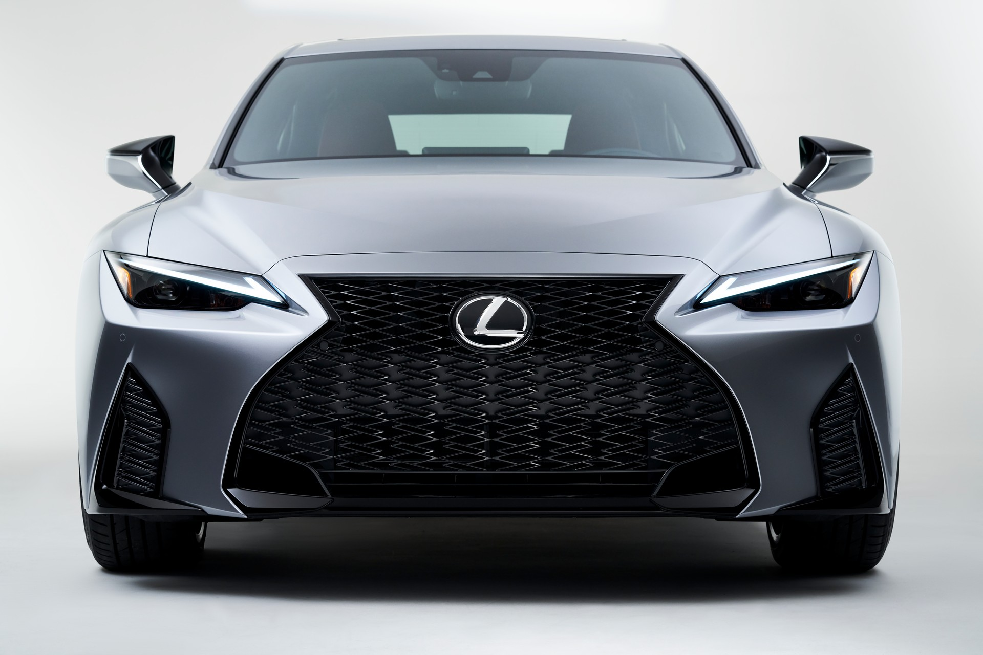 Lexus-IS-2021-13