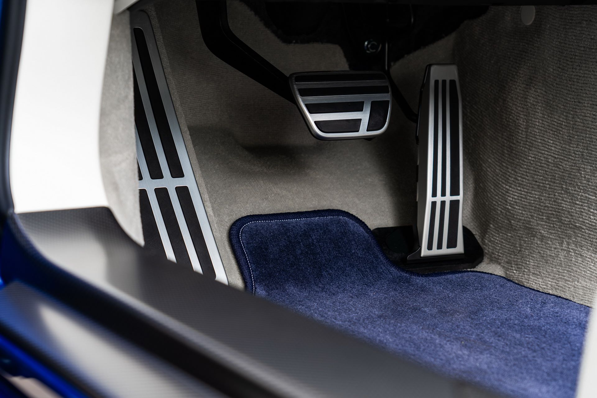 Lexus-LC-500-Convertible-Regatta-Edition-35