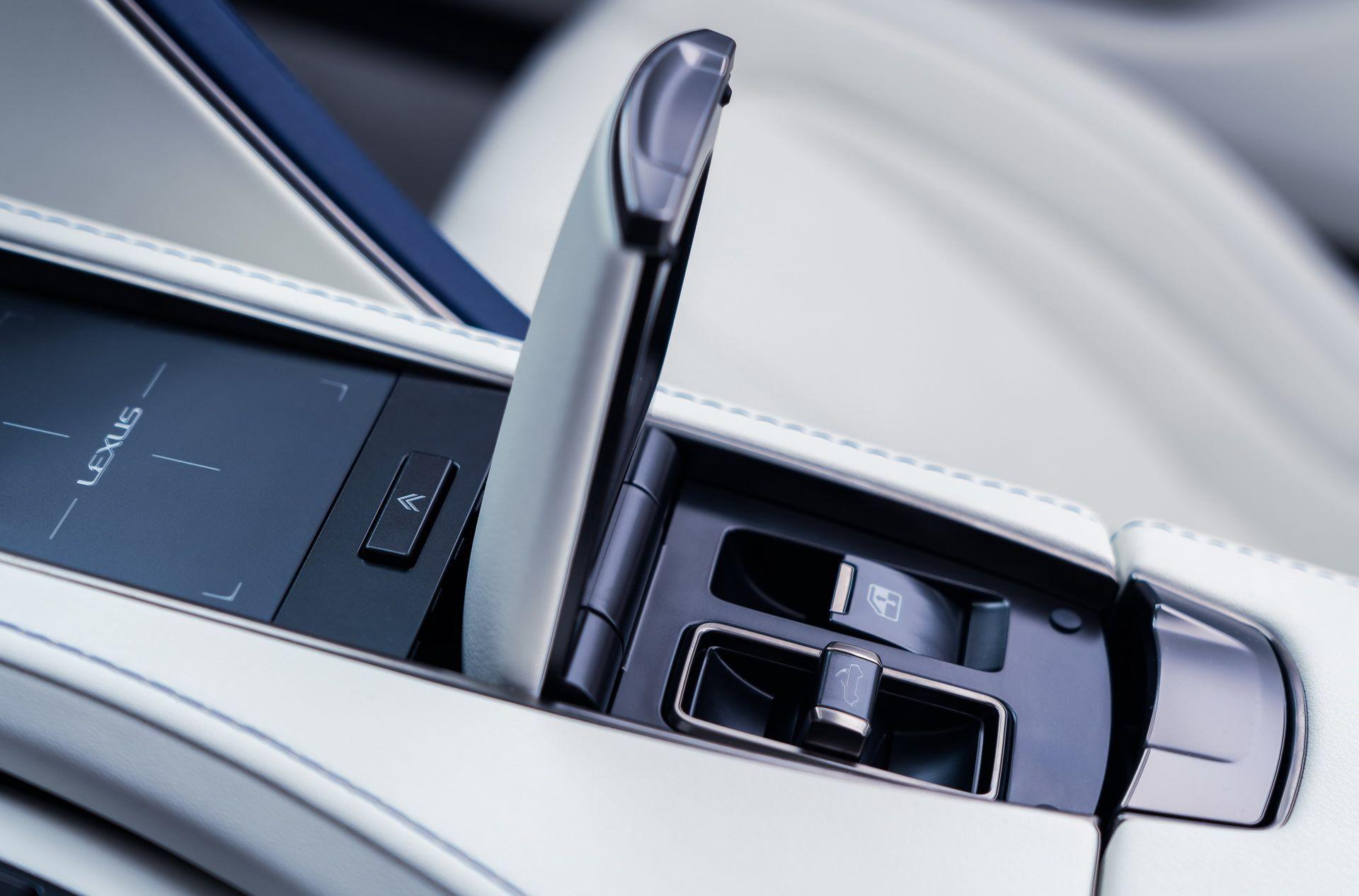 Lexus-LC-500-Convertible-Regatta-Edition-42