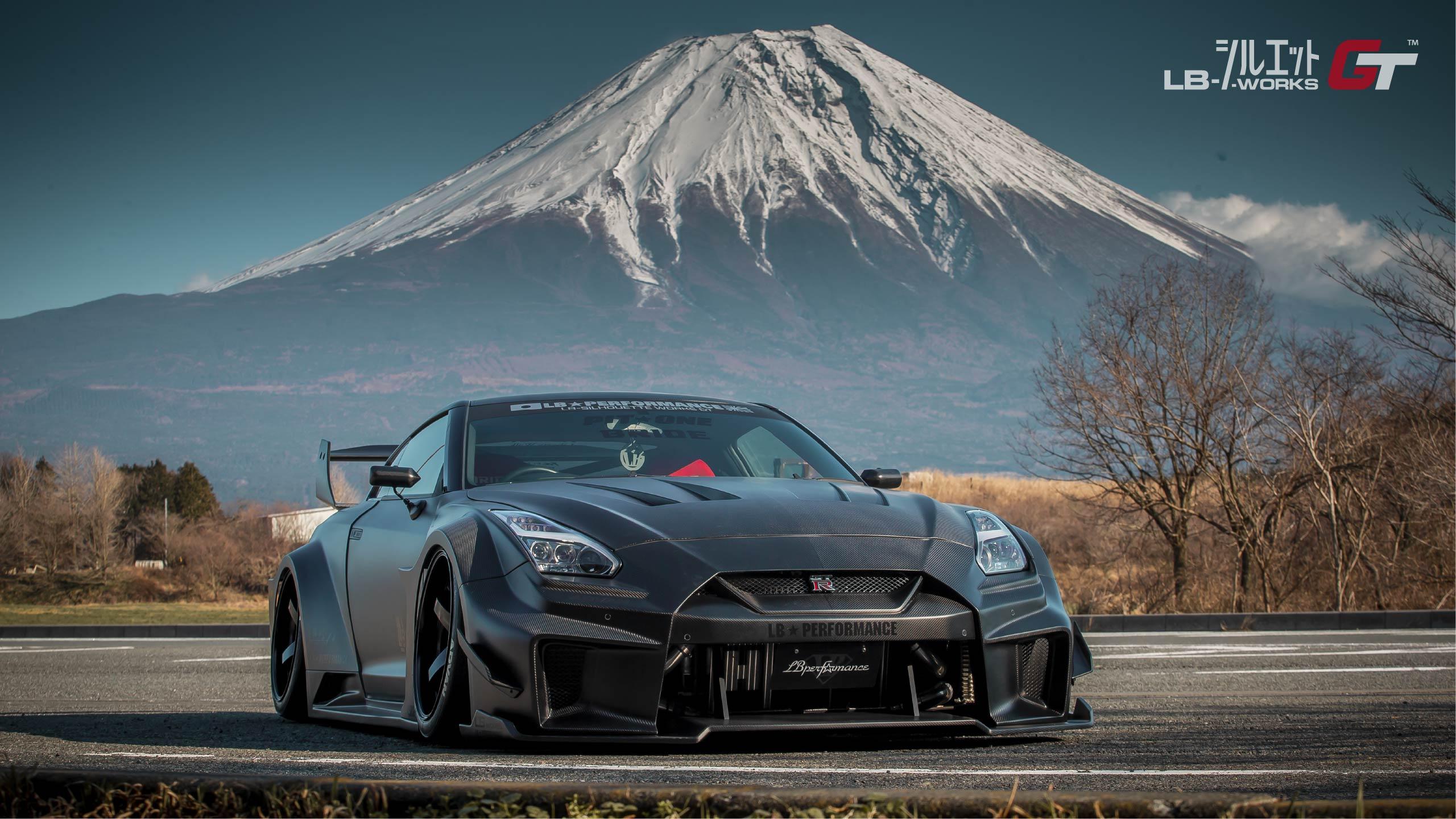 Liberty-Walk-Nissan-GT-R-Super-Silhouette-1