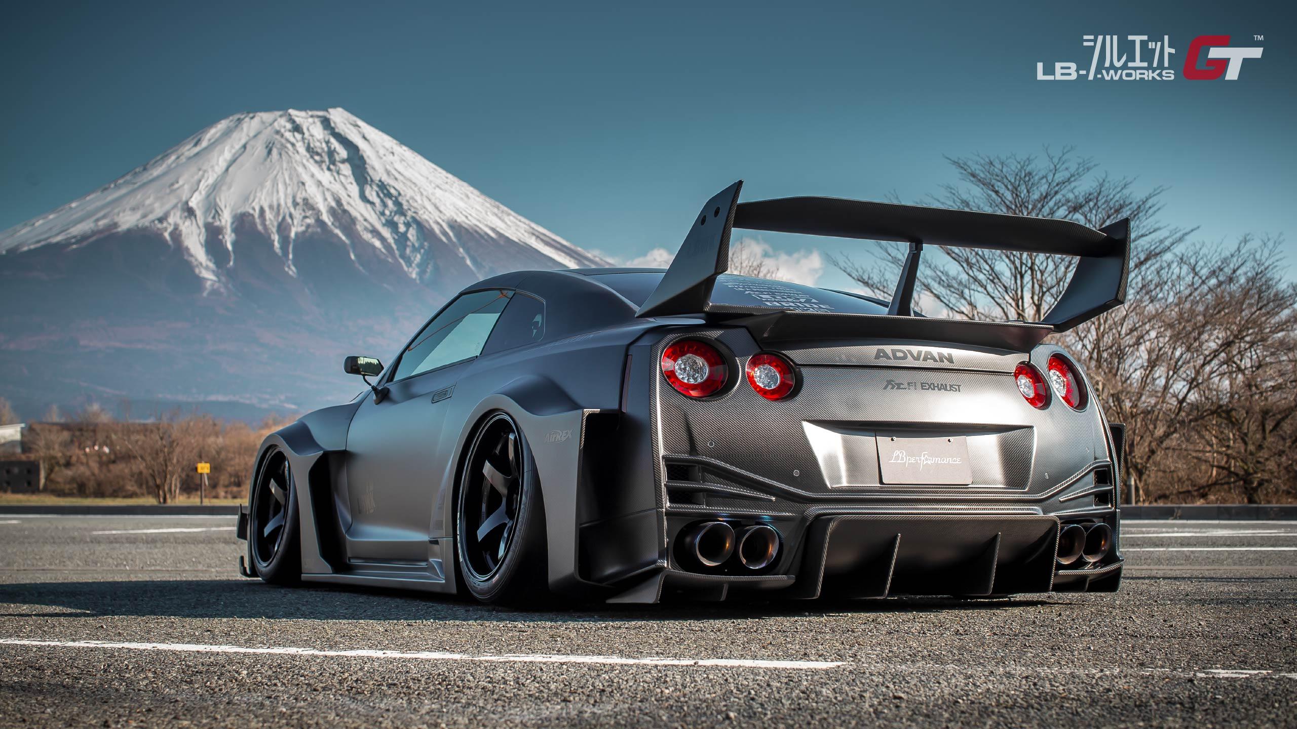 Liberty-Walk-Nissan-GT-R-Super-Silhouette-4