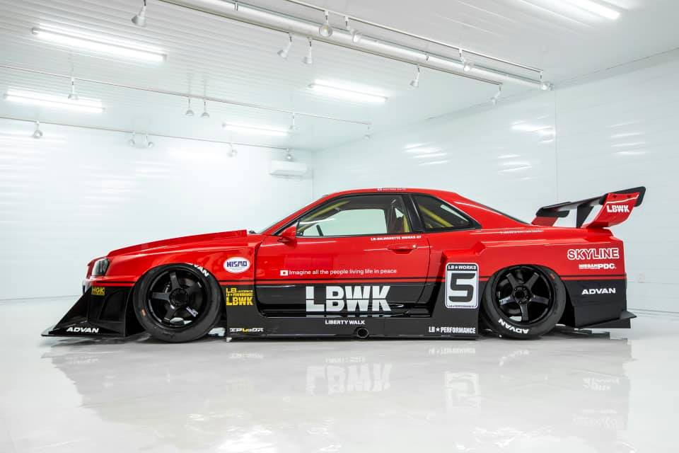 Liberty-Walk-Nissan-Skyline-GT-R-R34-4
