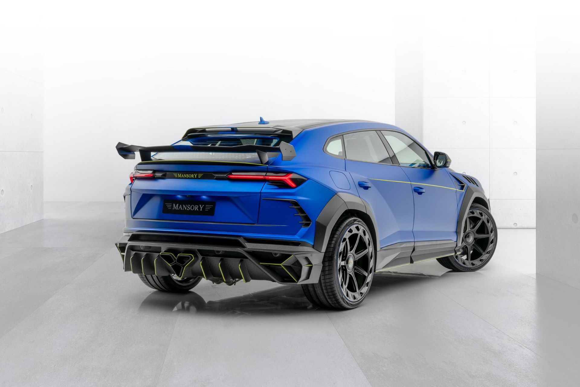 Lamborghini-Urus-Mansory-Venatus-2