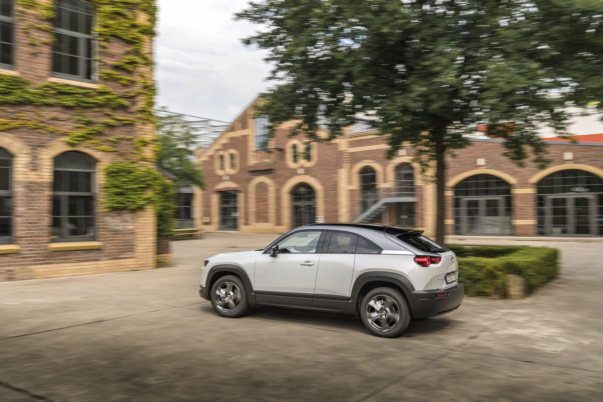 Mazda_MX-30_launch_0008