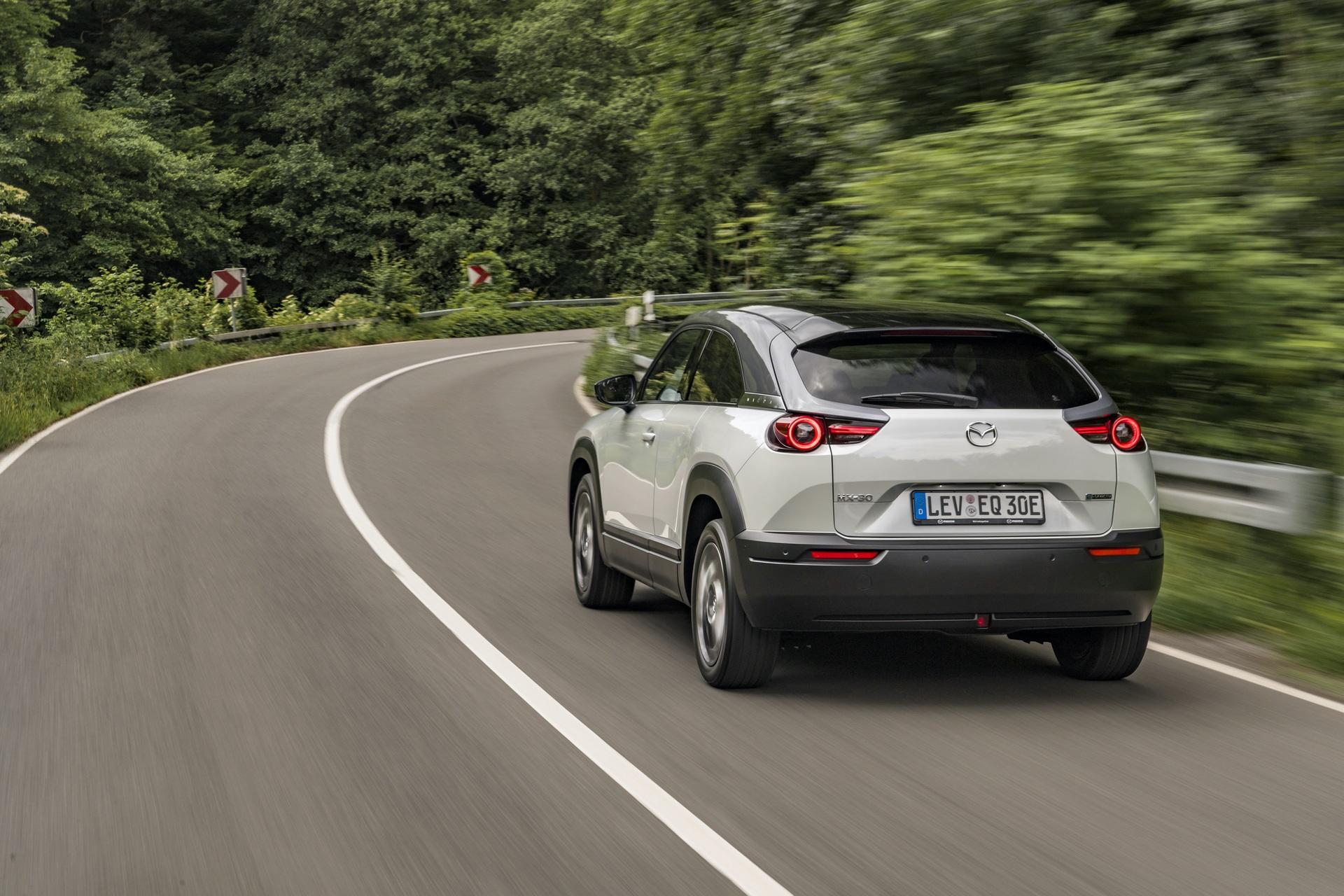 Mazda_MX-30_launch_0102