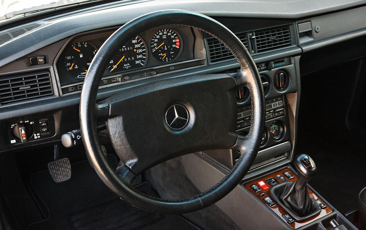 Mercedes-190E-25-16-Evolution-II-1990-auction-12