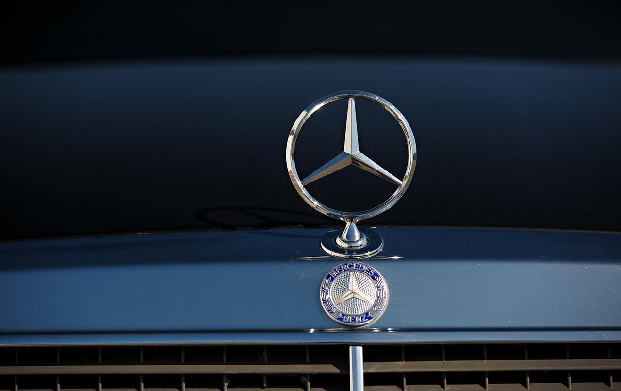 Mercedes-190E-25-16-Evolution-II-1990-auction-9