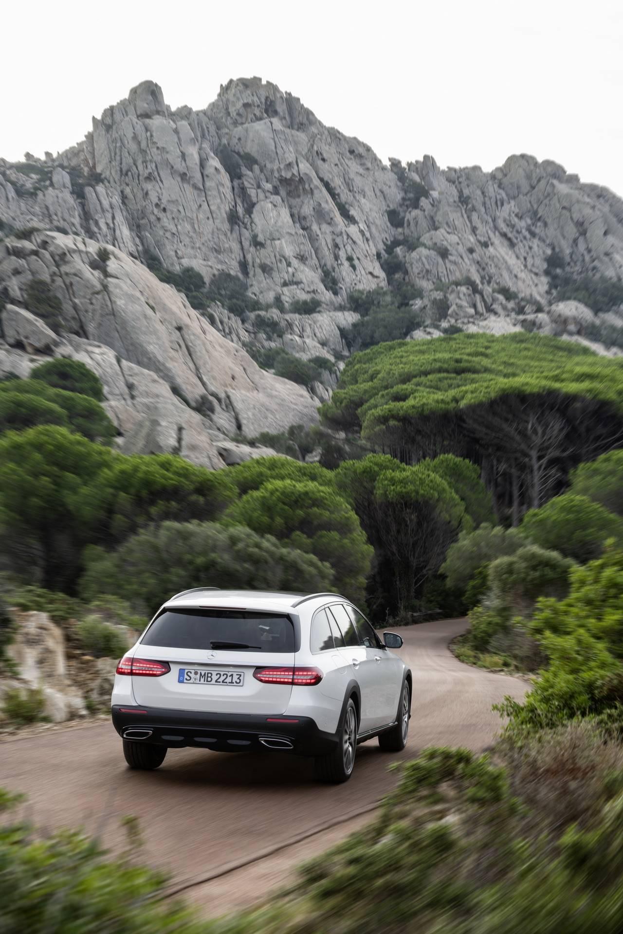 Mercedes-Benz-E-Class-All-Terrain-facelift-2020-14