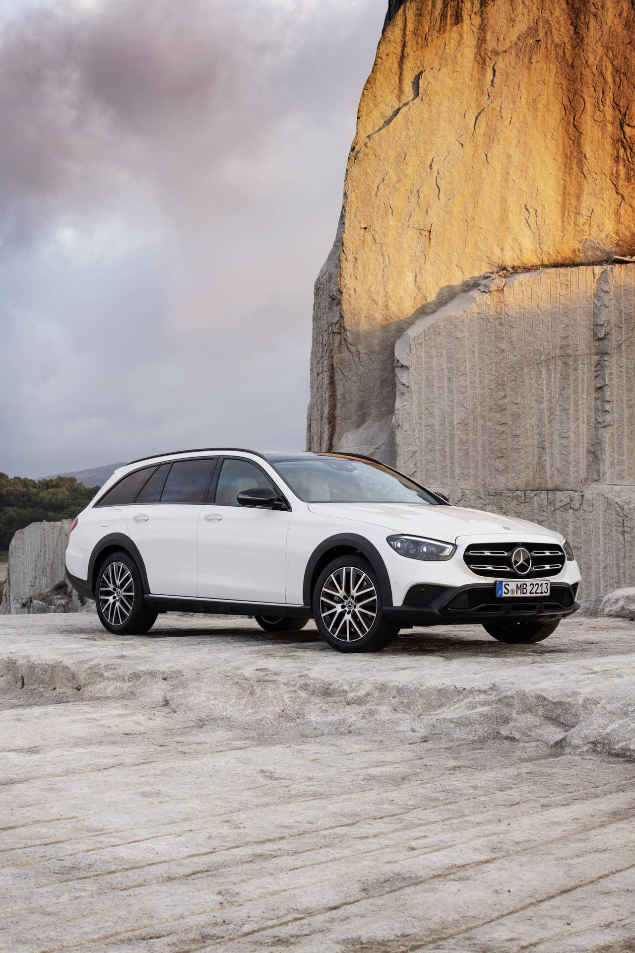 Mercedes-Benz-E-Class-All-Terrain-facelift-2020-26
