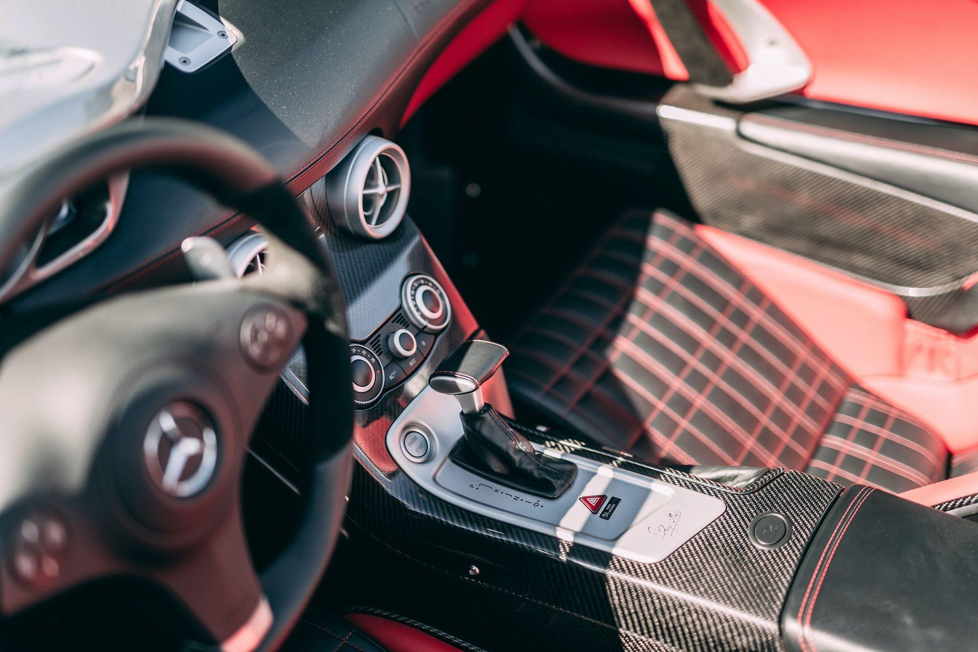 2009-Mercedes-Benz-SLR-McLaren-Stirling-Moss-_14