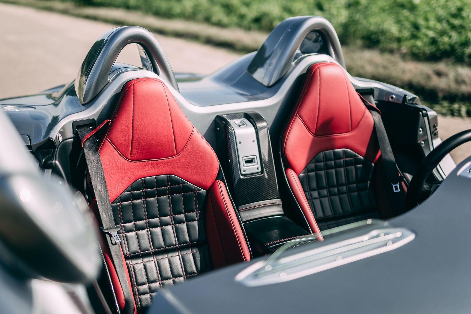 2009-Mercedes-Benz-SLR-McLaren-Stirling-Moss-_15