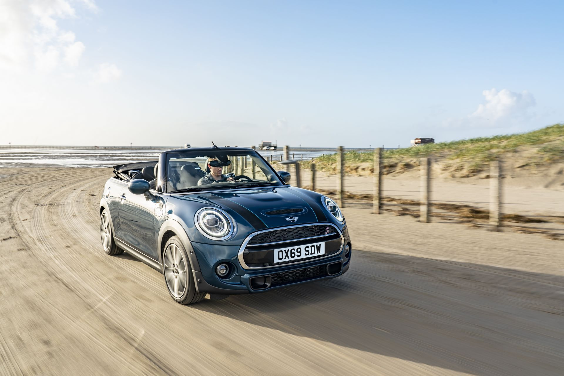 MINI-Convertible-Sidewalk-1