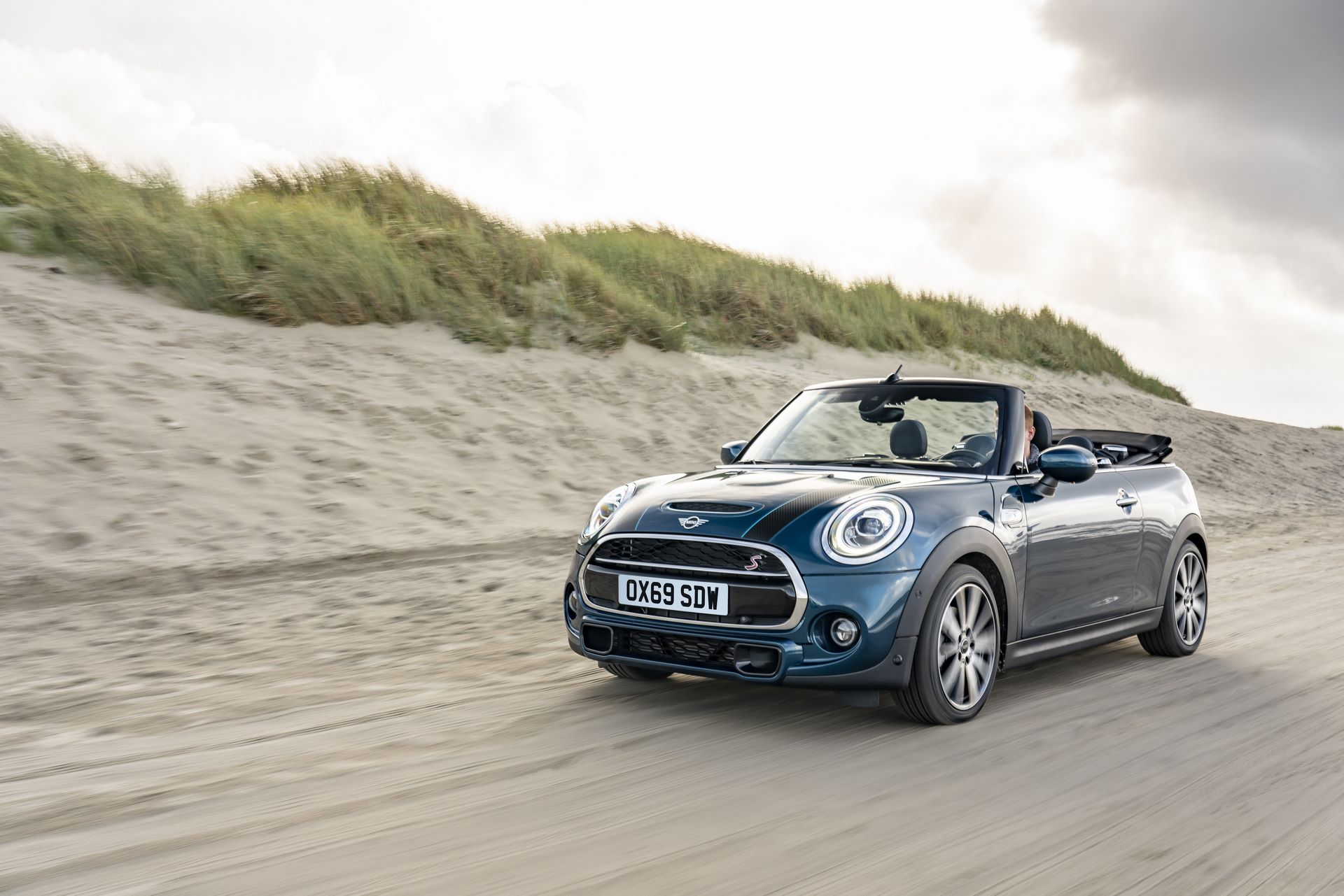 MINI-Convertible-Sidewalk-12