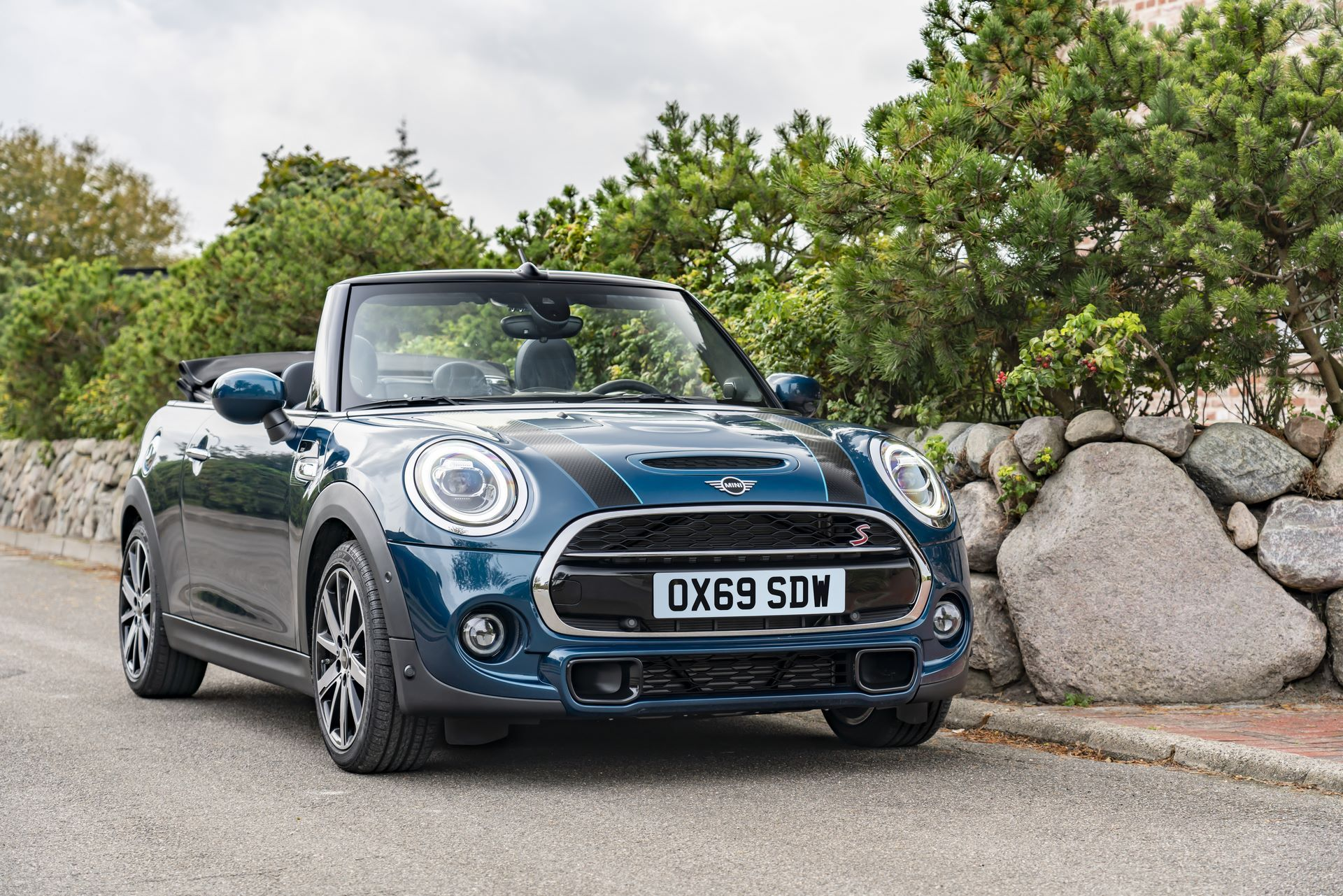 MINI-Convertible-Sidewalk-13
