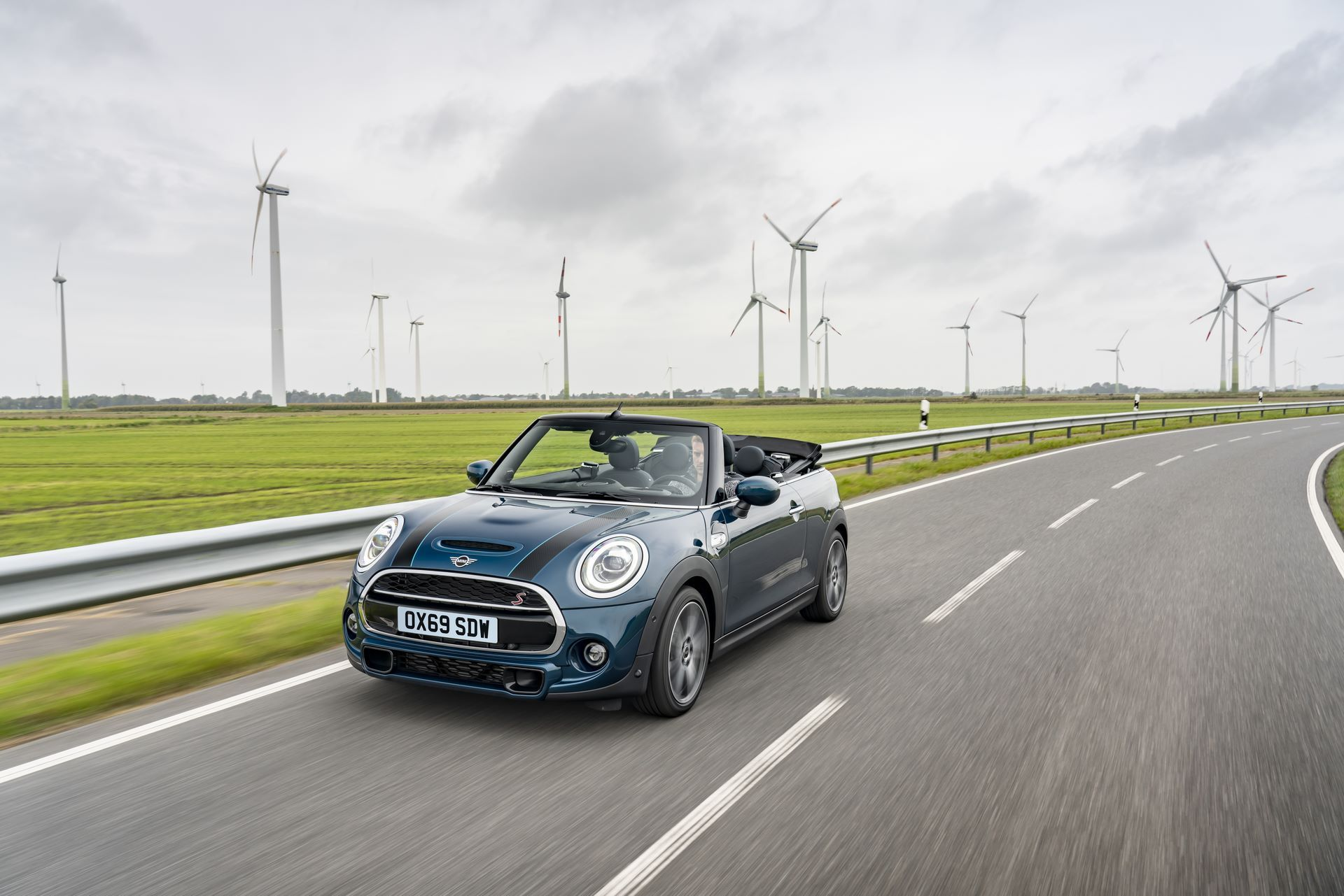 MINI-Convertible-Sidewalk-2