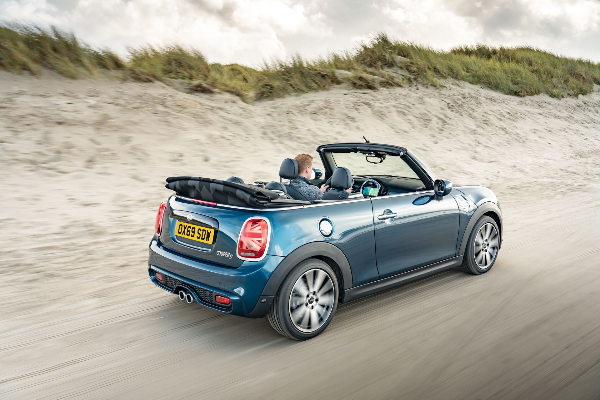 MINI-Convertible-Sidewalk-23