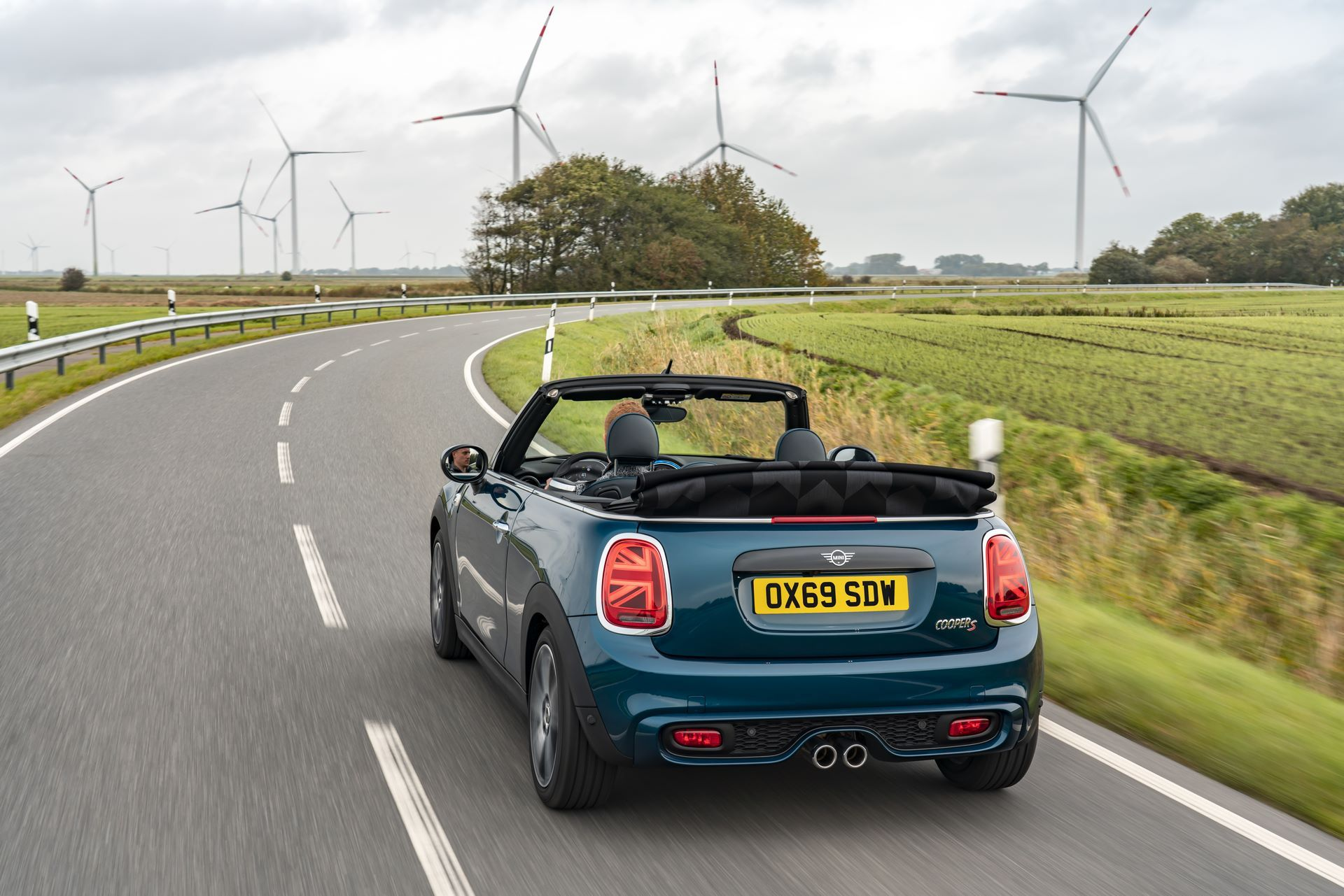 MINI-Convertible-Sidewalk-3