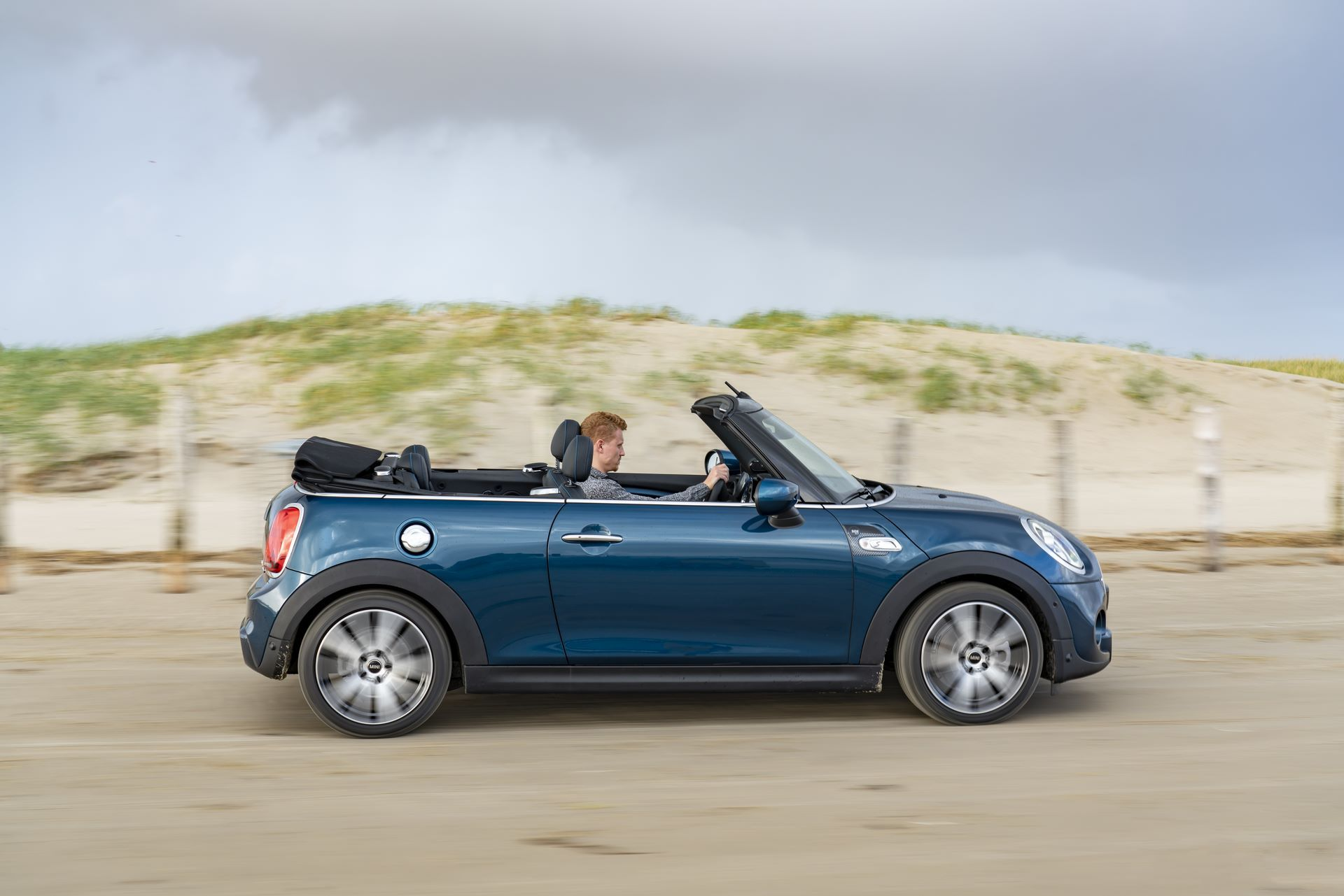 MINI-Convertible-Sidewalk-32