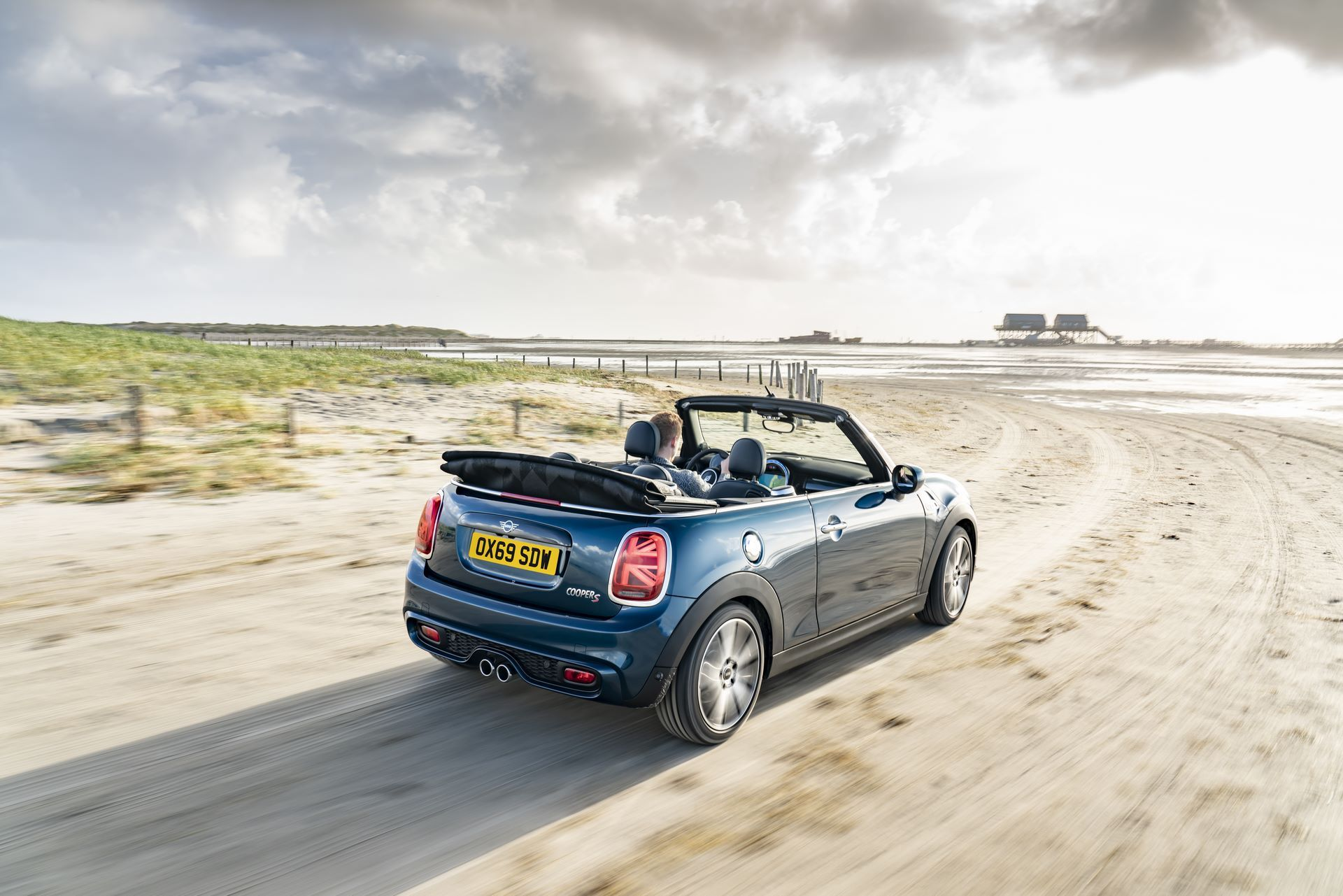 MINI-Convertible-Sidewalk-33